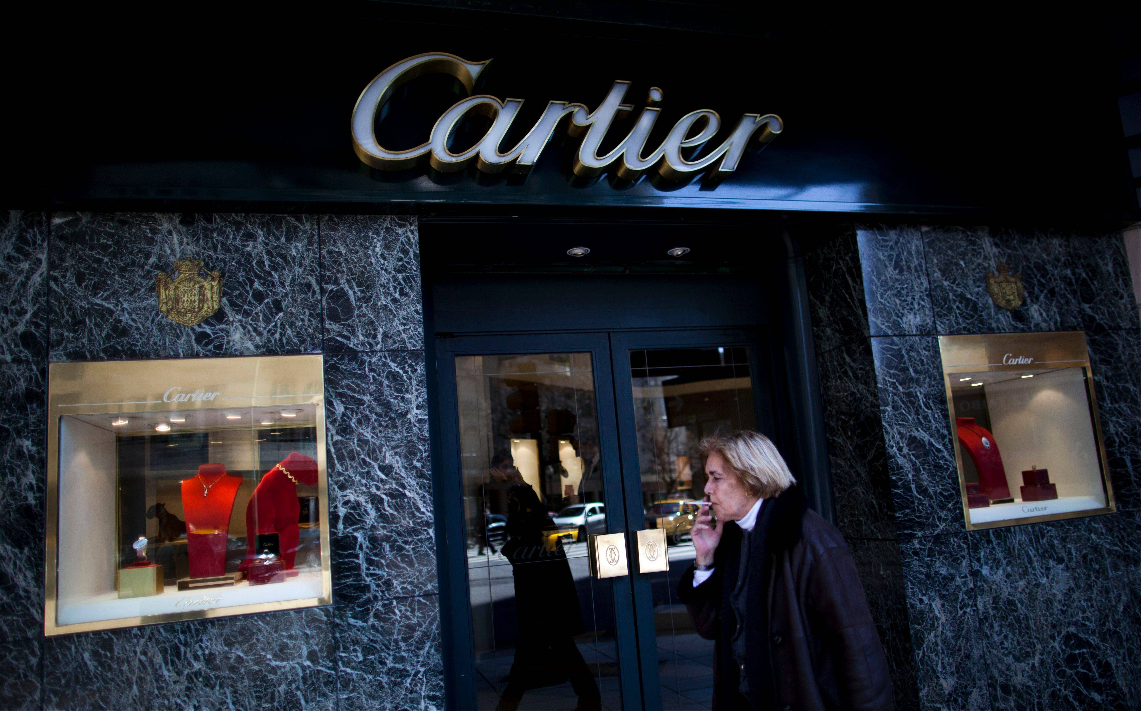 The world�s most luxurious designer brands are abandoning Argentina rather than complying with tight new government economic restrictions, leaving empty shelves and storefronts along the capital�s elegant Alvear Avenue, where tourists once flocked to see the latest in fashion.