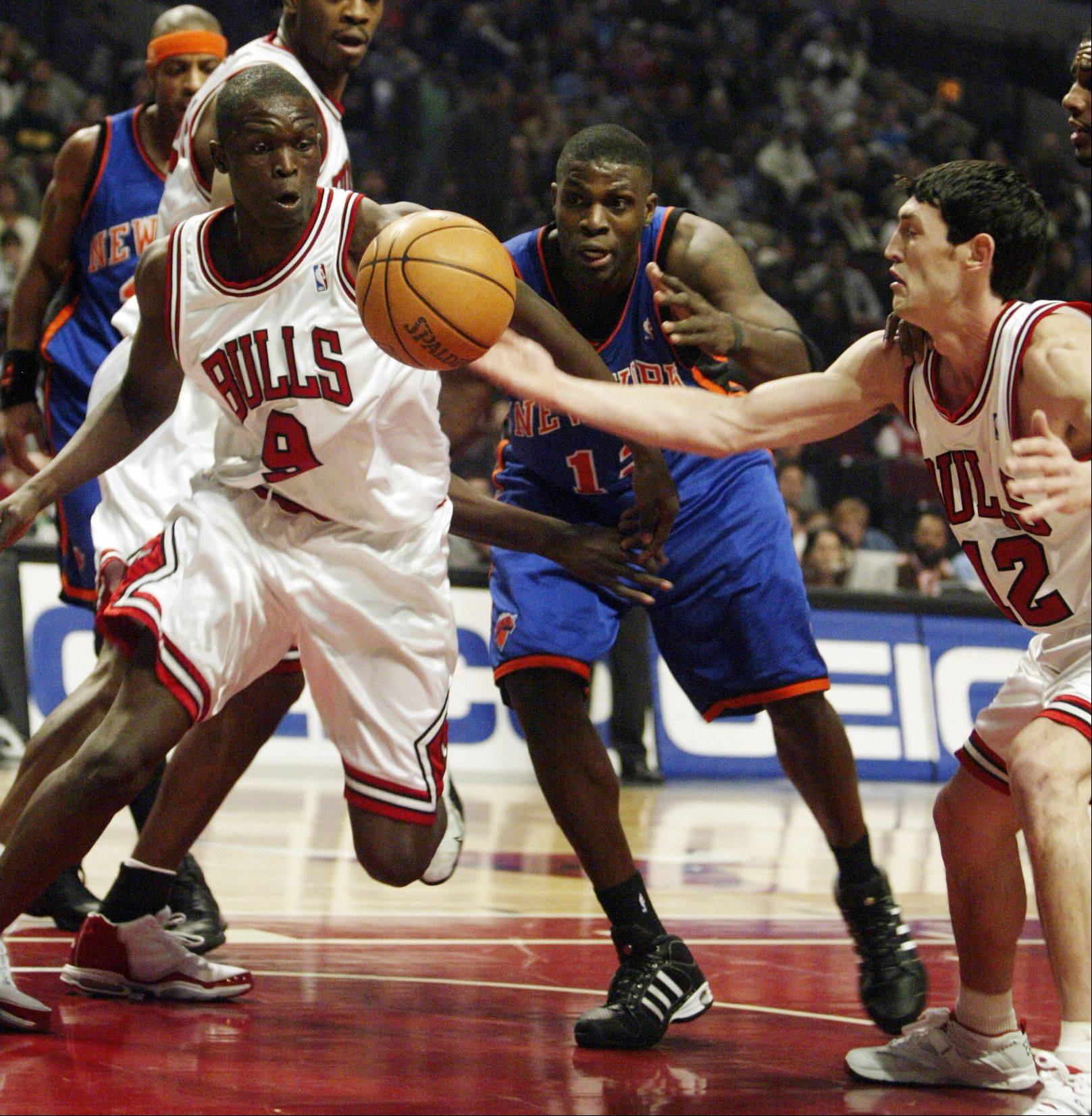 Nazr Mohammed, here facing the Bulls� Luol Deng, left, and Kirk Hinrich in 2005 as a member of the New York Knicks, is excited about the Bulls� preseason opener Tuesday night at the United Center.