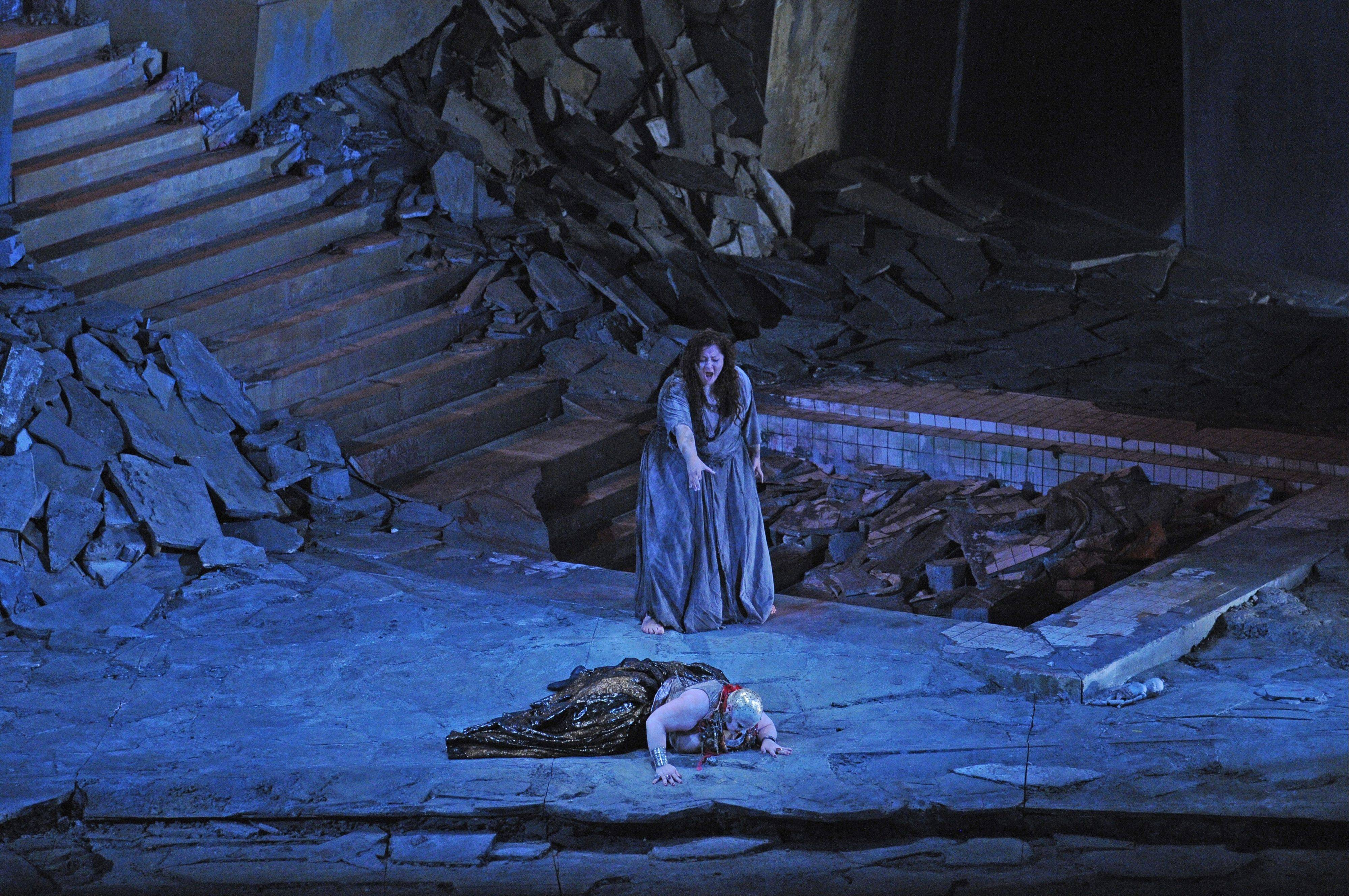 "Elektra (Christine Goerke), standing, predicts doom for her murderous mother, Klytamnestra (Jill Grove), in the Lyric Opera of Chicago's new production of ""Elektra,"" which opened Saturday."