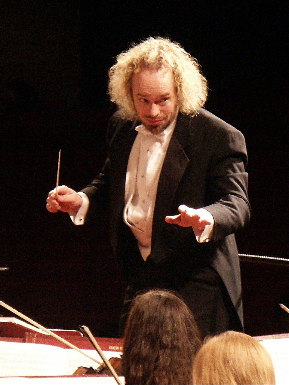 Kirk Muspratt conducts the New Philharmonic.