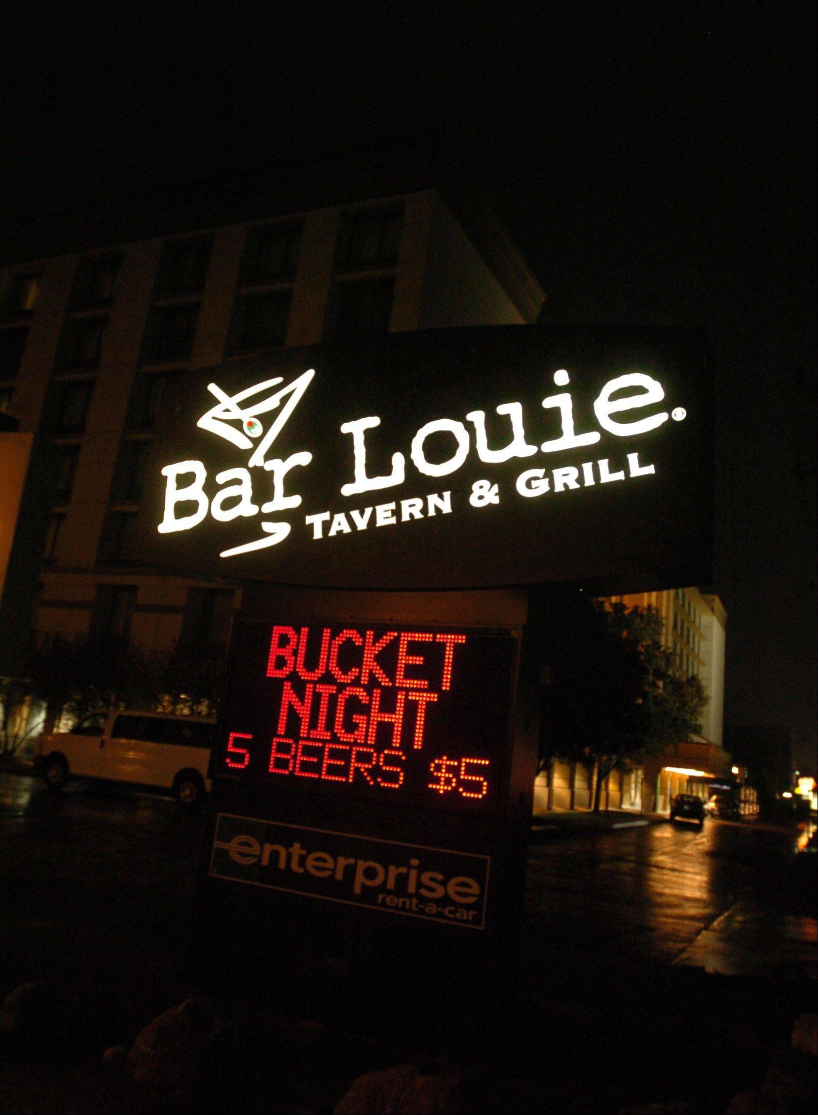 Bar Louie in Oakbrook Terrace brings in hotel guests and locals.