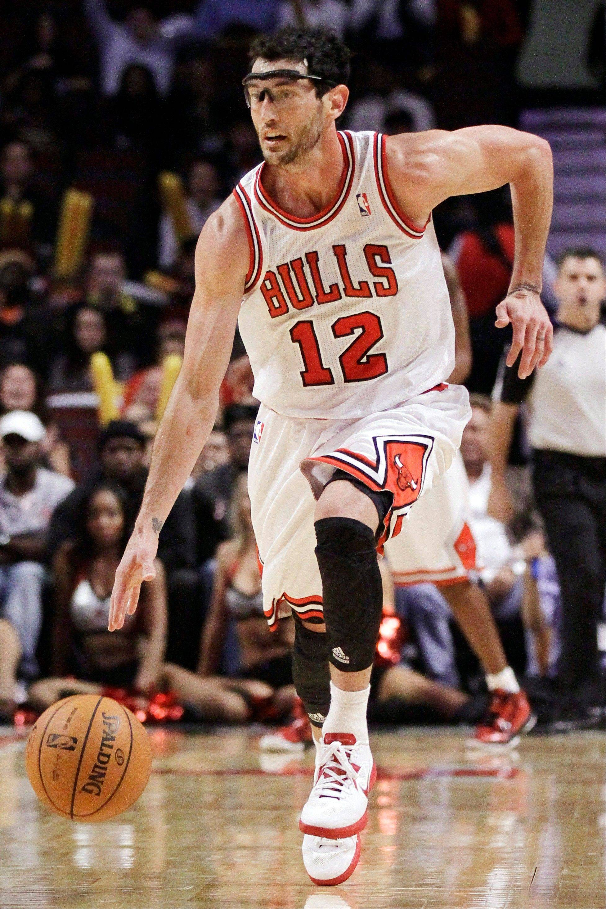 Bulls guard Kirk Hinrich brings the ball upcourt during the second half of a preseason NBA basketball game against the Memphis Grizzlies, Tuesday, Oct. 9, 2012, in Chicago. The Bulls won 92-88.