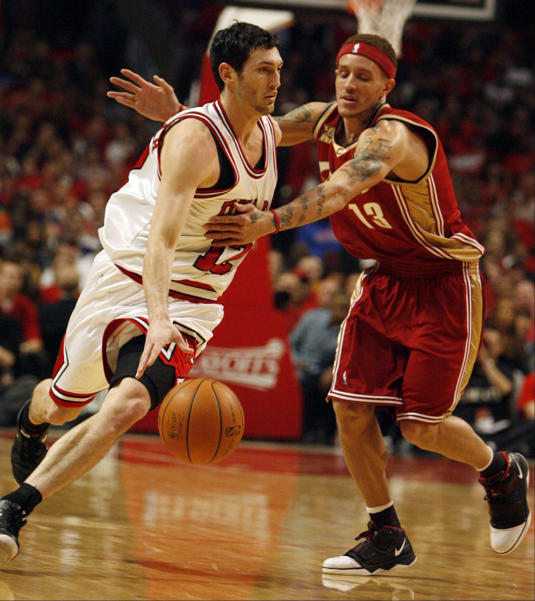 "Kirk Hinrich, shown here during the 2010 playoffs against Cleveland and Delonte West, seems to have quickly formed nice chemistry with Rip Hamilton. ""Kirk knows how to play, man,"" Hamilton said."