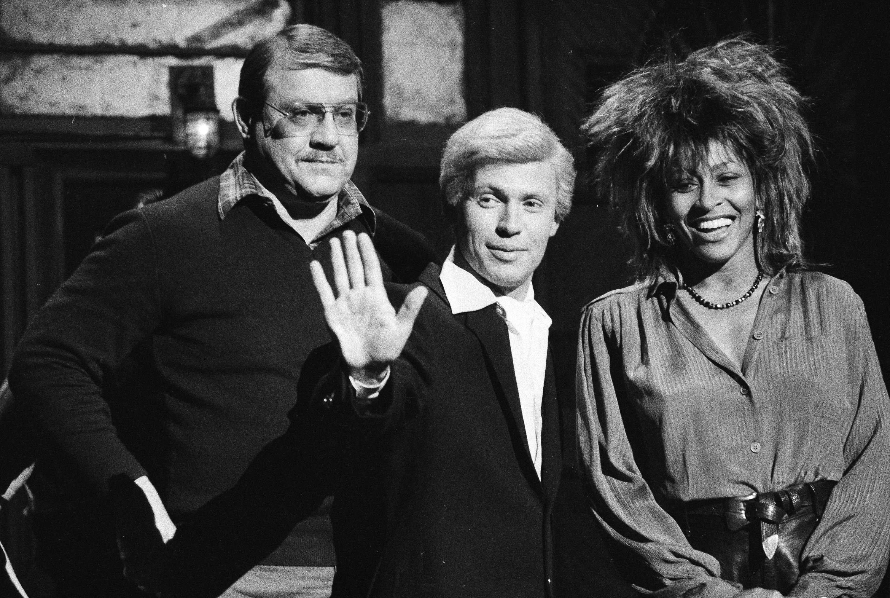 "In this 1985 photo, ""Saturday Night Live"" actor Billy Crystal, in character as ""Fernando,"" center, is flanked by host Alex Karras and musical guest Tina Turner during a rehearsal. Karras, who gained fame in the NFL as a fearsome defensive lineman and later as an actor, has died. He was 77."