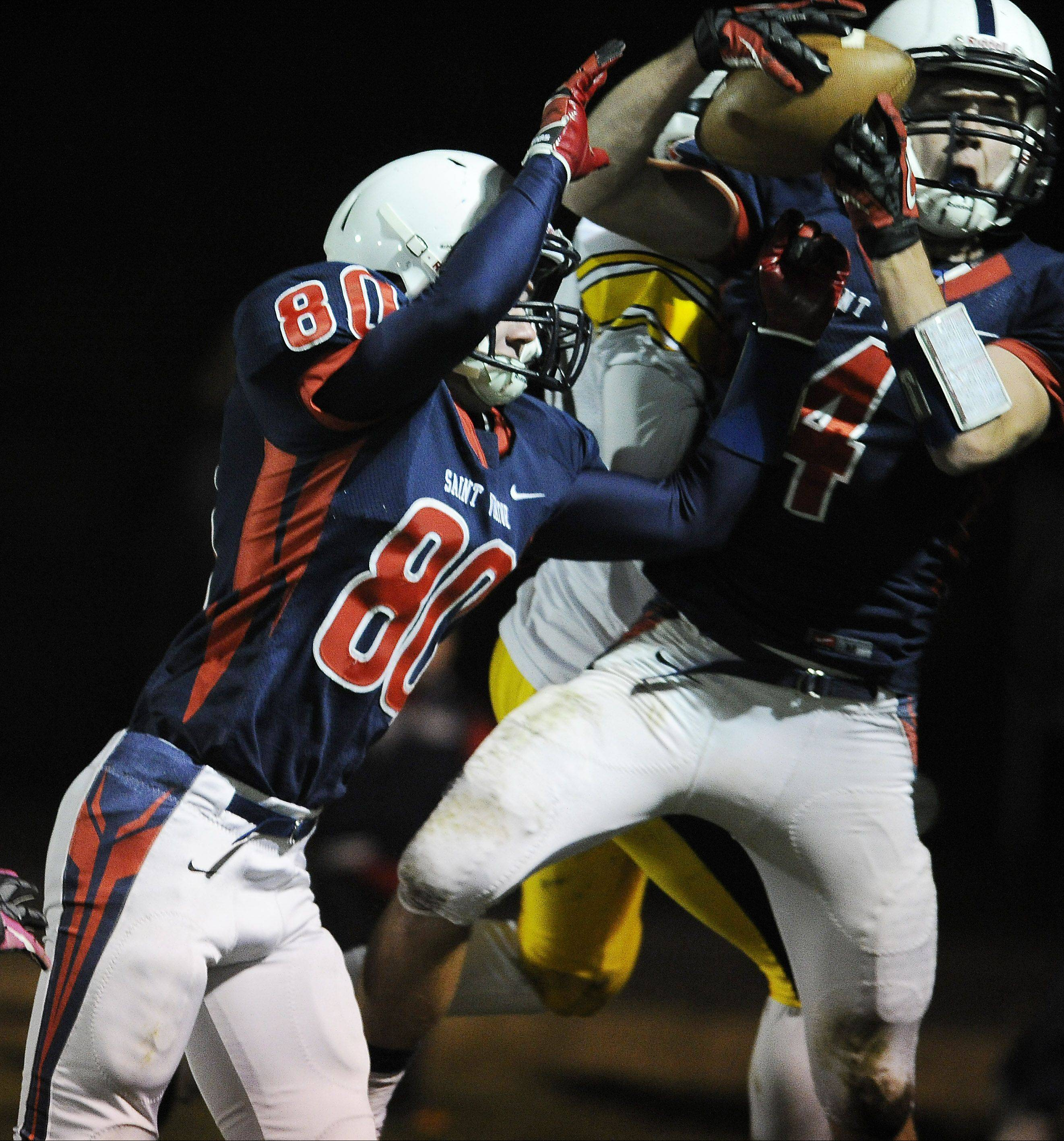 In a controversial catch that would have been a touchdown late in the second quarter, St. Viator�s Ben Dickey was ruled out of bounds on the play during the Lions� 31-21 victory in Arlington Heights on Friday.