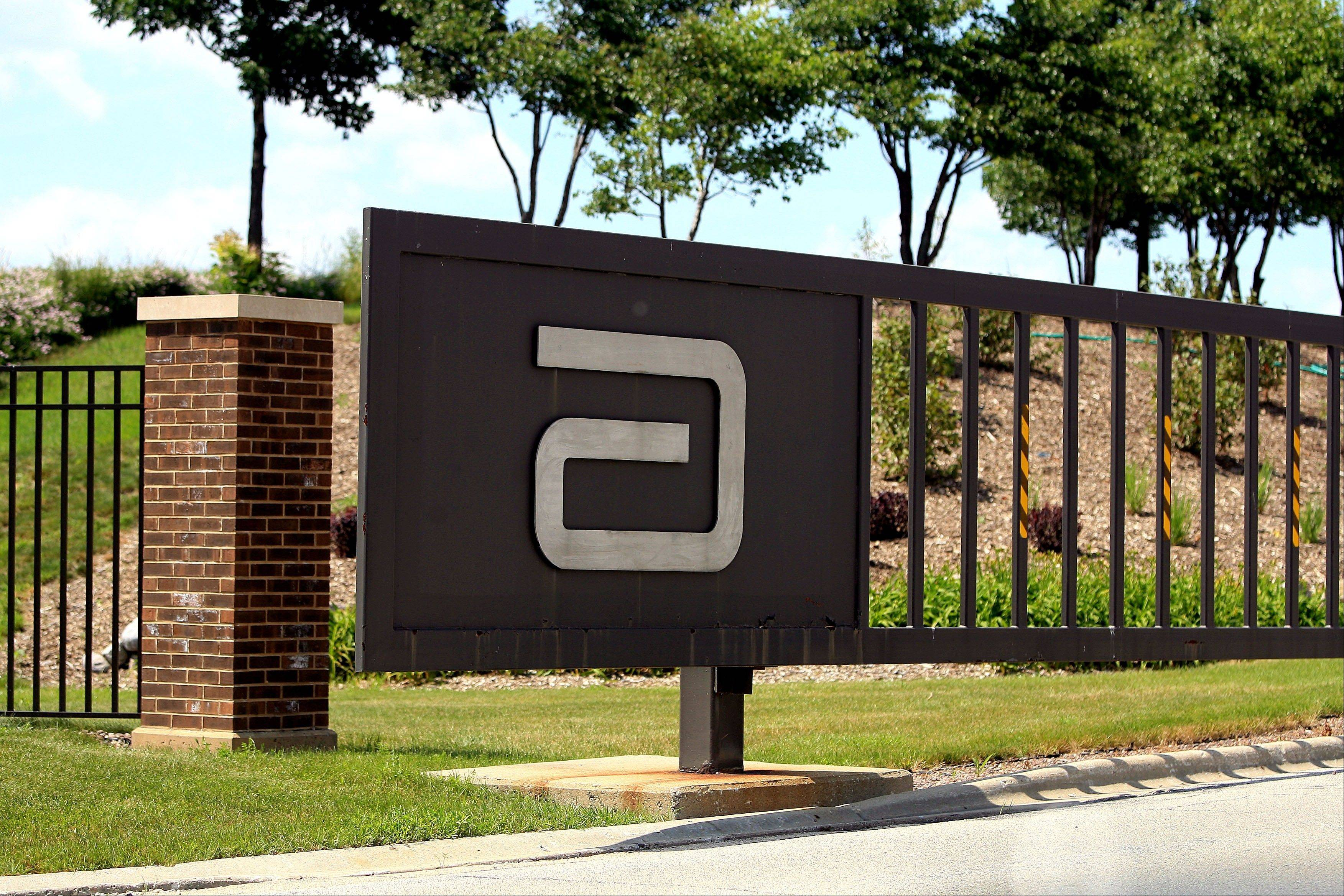 Abbott Laboratories Wednesday laid off 550 worldwide, including about 100 in the Chicago region.