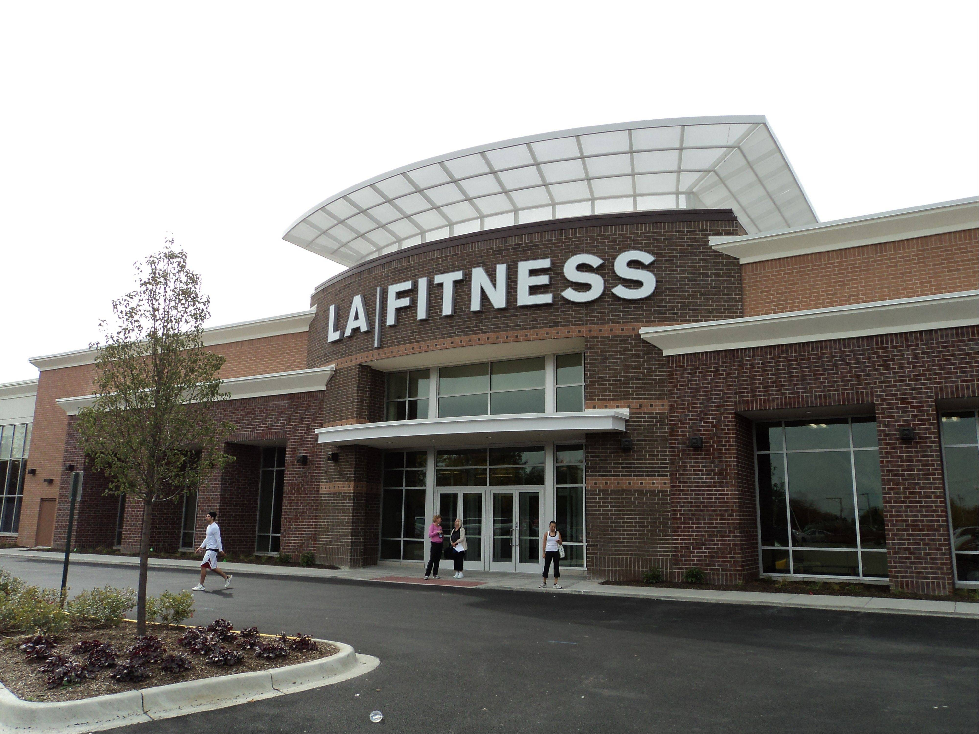 Just-opened LA Fitness on Route 12 in Lake Zurich filled a vacant 42,764-square-foot building formerly occupied by Wickes Furniture. A village report issued this week shows retail occupancy rates remain on the rise.