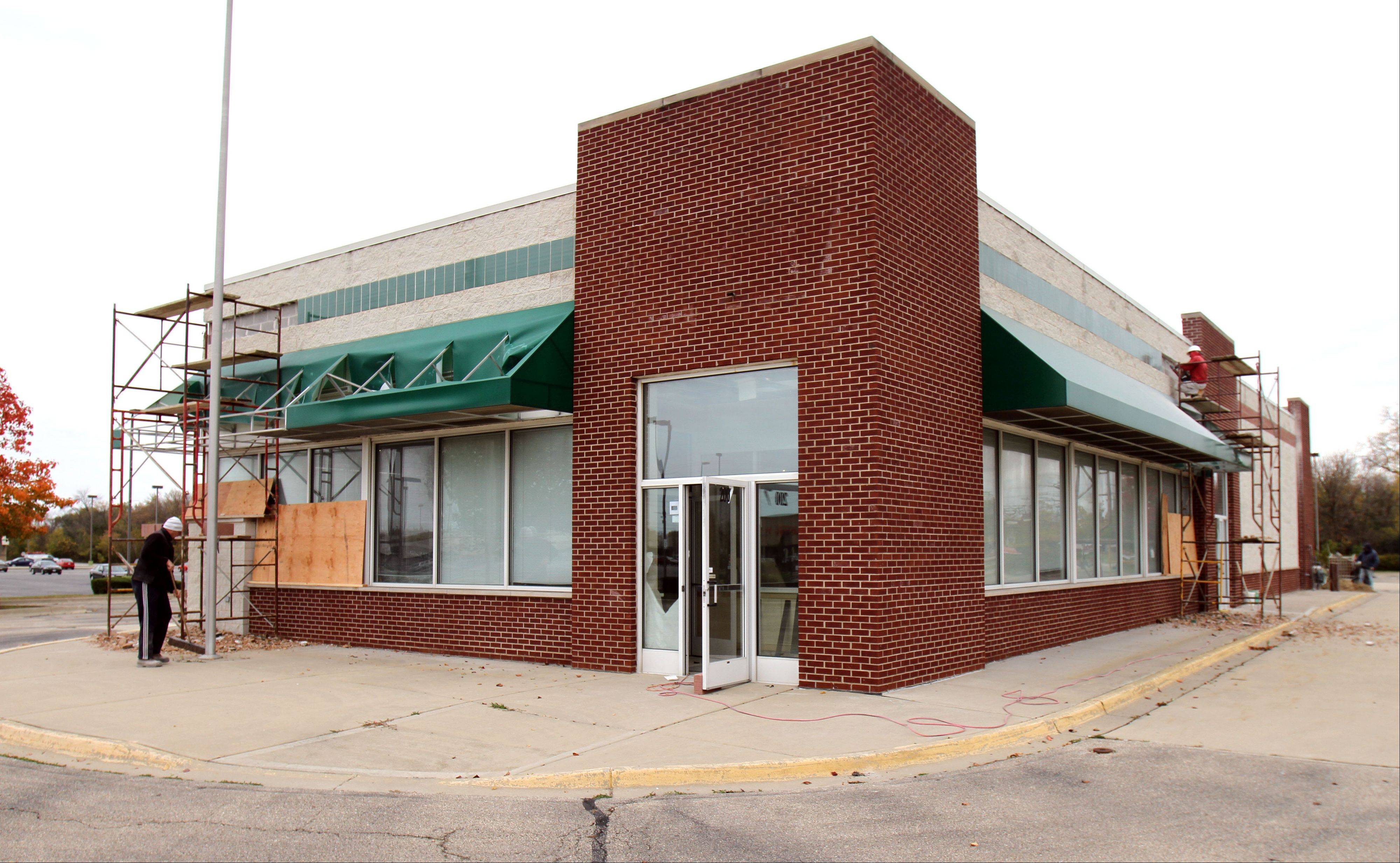 A Pita Inn restaurant will replace the former Krispy Kreme on Mundelein's south side.