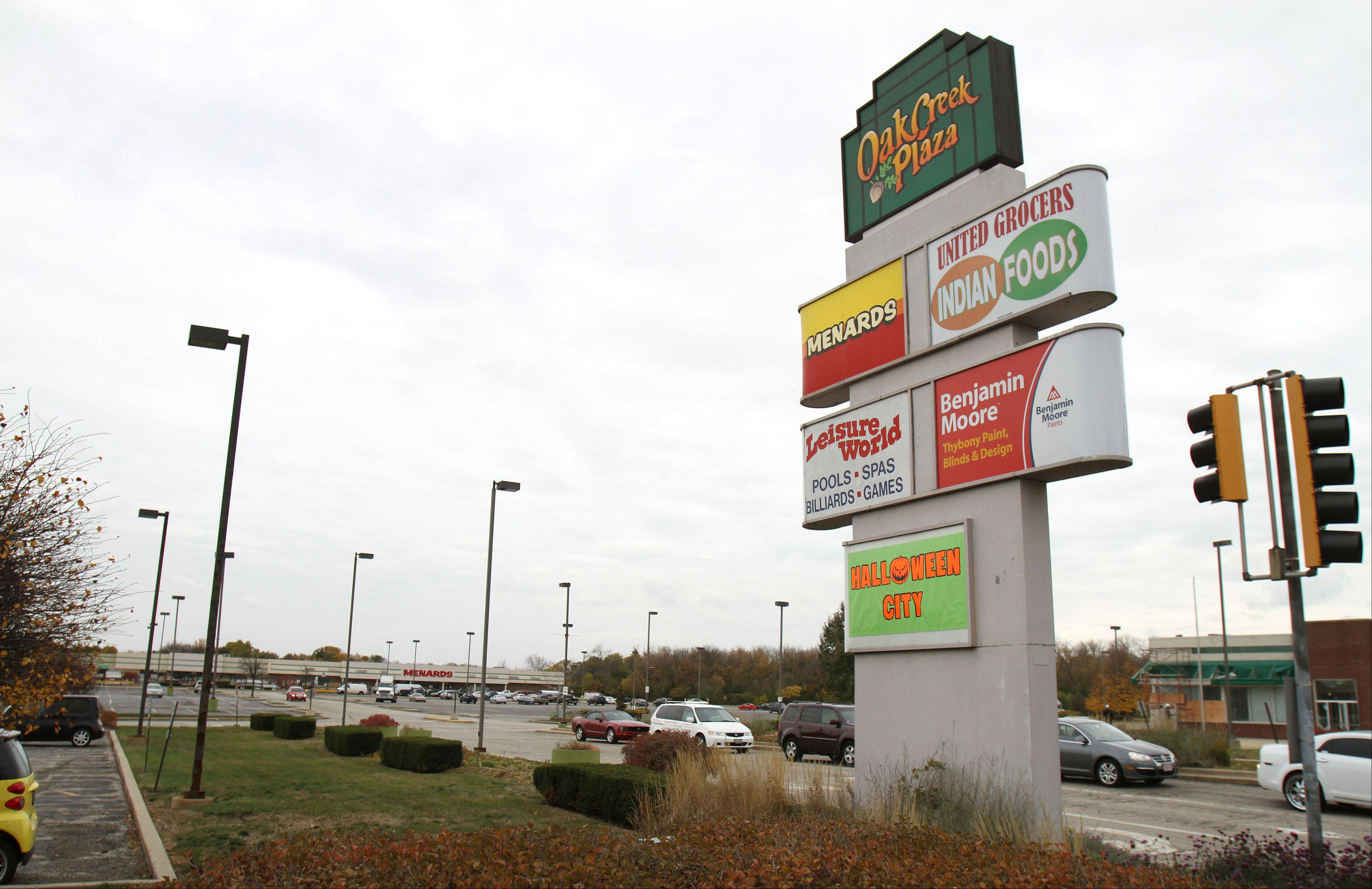 A Super Walmart store and a Pita Inn restaurant are coming to the long-struggling Oak Creek Plaza shopping center on Mundelein's south side.