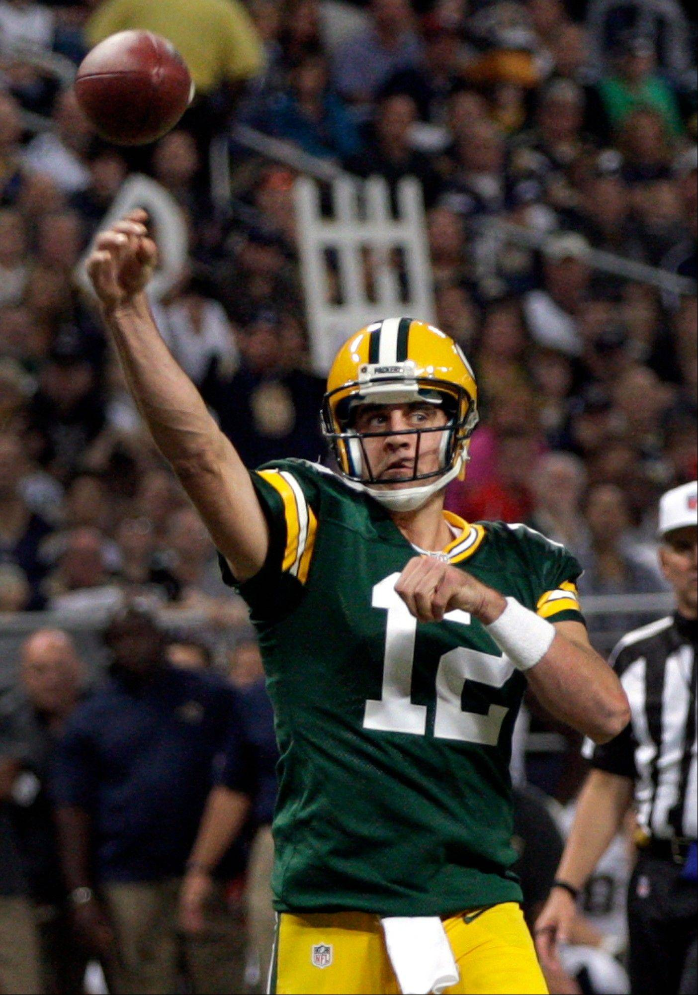Packers quarterback Aaron Rodgers throws a 3-yard touchdown pass to wide receiver Jordy Nelson during the first quarter Sunday against the Rams in St. Louis.