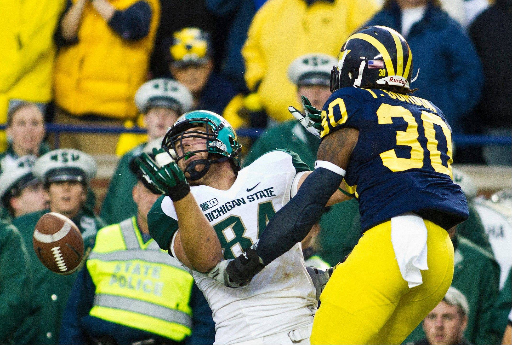 Michigan safety Thomas Gordon breaks up a pass intended for Michigan State tight end Derek Hoebing in the fourth quarter of Saturday�s game in Ann Arbor. Michigan won 12-10.