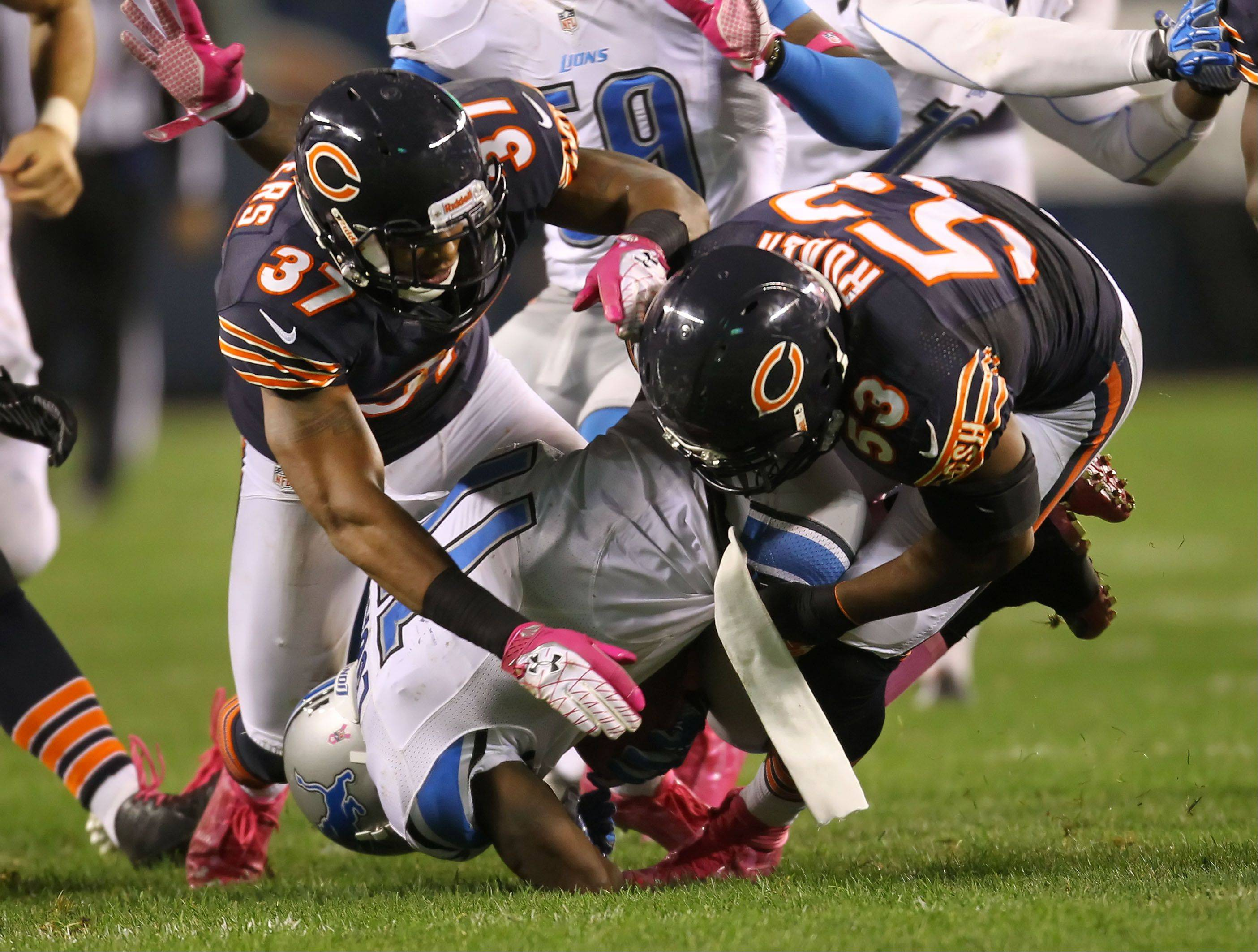 Chicago Bears free safety Anthony Walters and Chicago Bears outside linebacker Nick Roach tackle Detroit Lions wide receiver Stefan Logan.