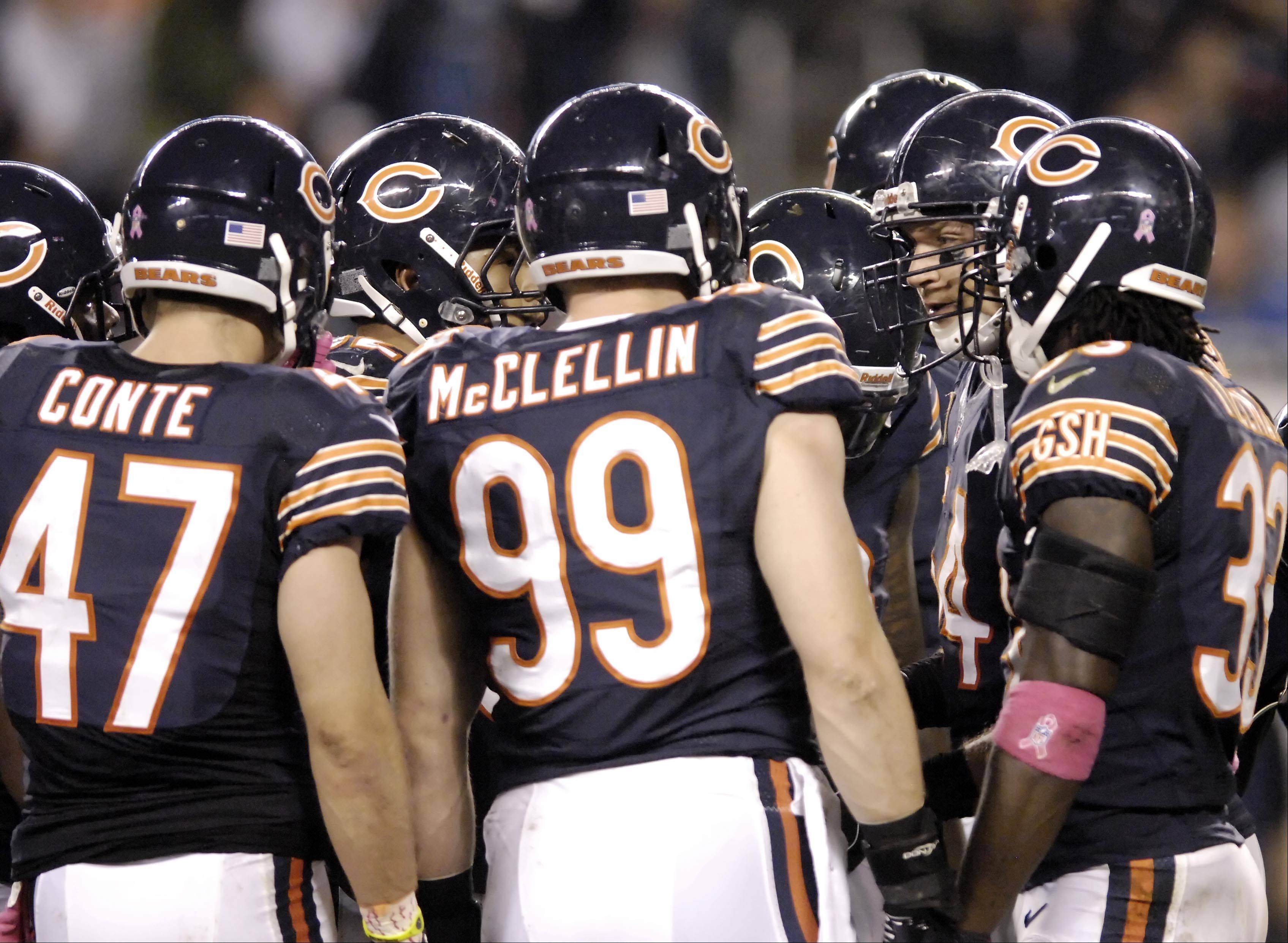 Chicago Bears middle linebacker Brian Urlacher speaks to the defense late in the game.