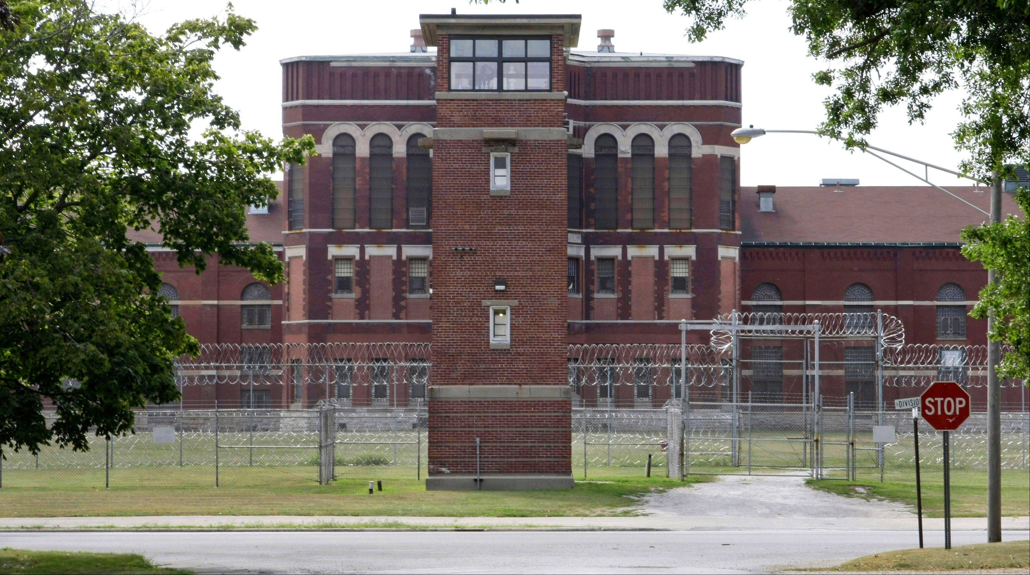 Twenty-five criminal justice students visited Pontiac Correctional Center on Oct. 19.