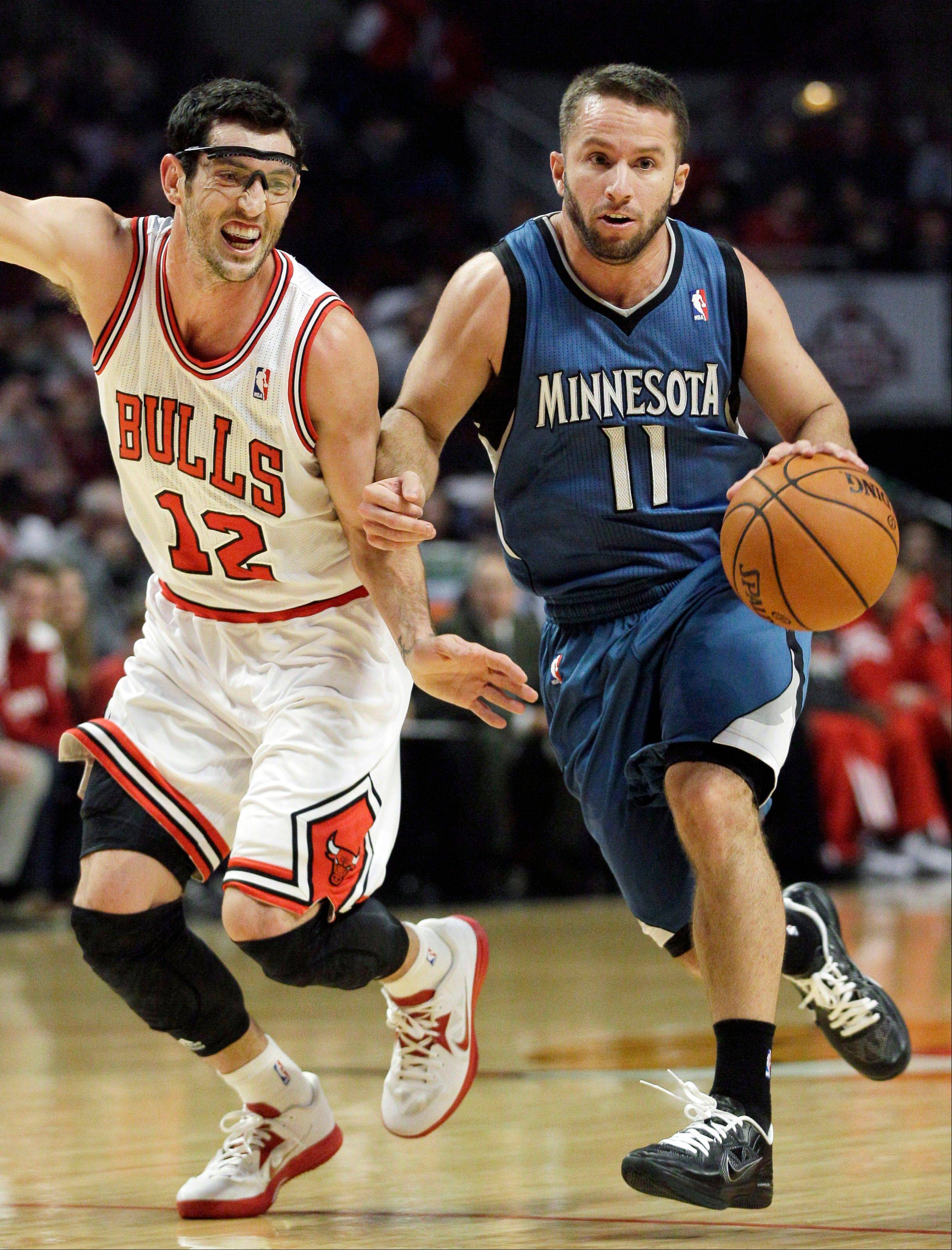 If Kirk Hinrich, here guarding Minnesota's Jose Barea earlier this preseason, cannot go in next Wednesday's season opener, Bulls coach Tom Thibodeau will have decisions to make.