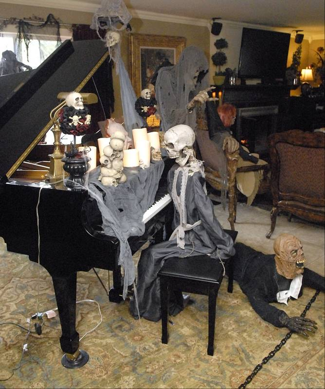 St Charles Ghoulish Homes Tour