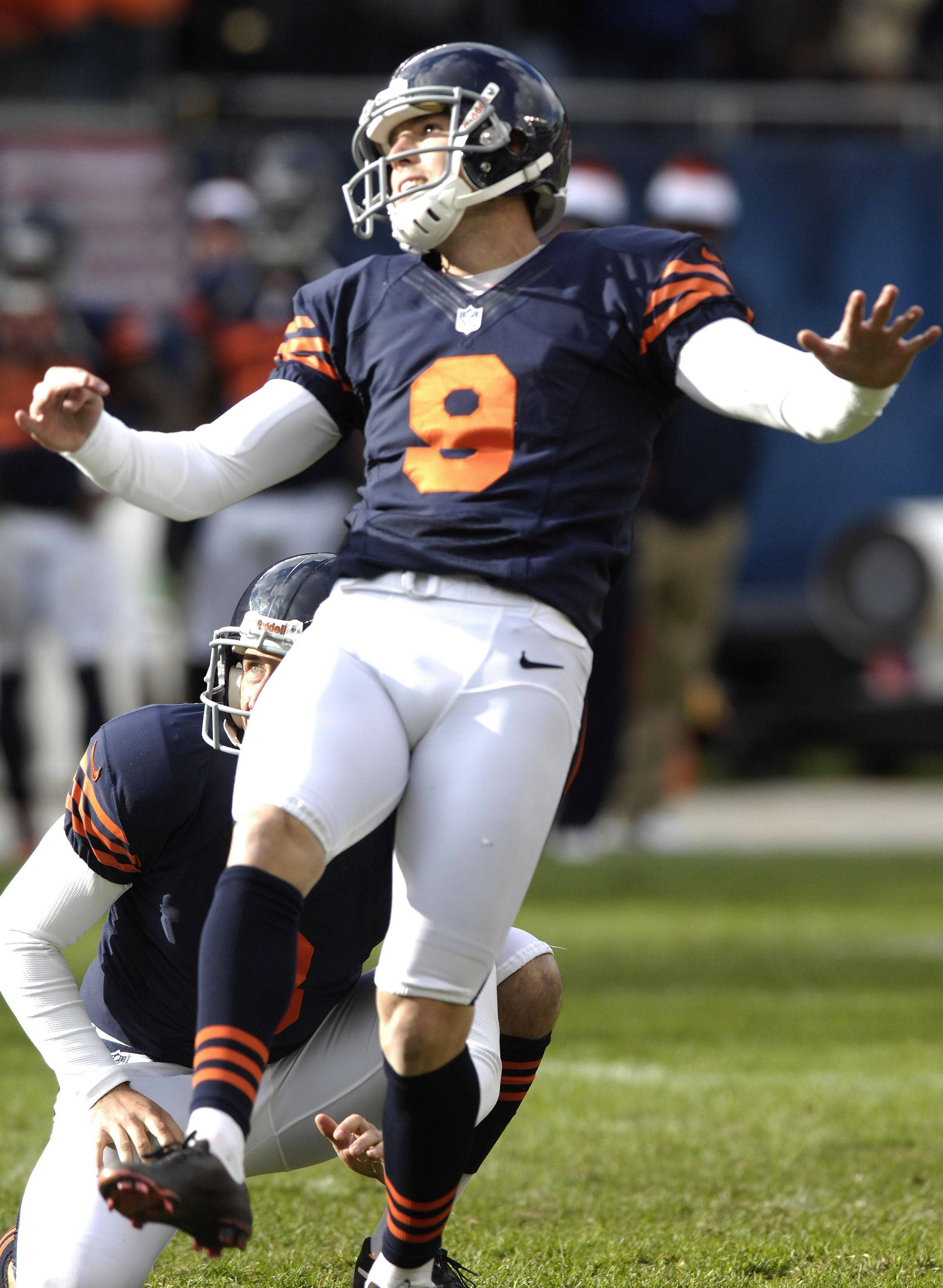 Robbie Gould kicks the game-winning, 41-yard FG as time expires Sunday at Soldier Field.