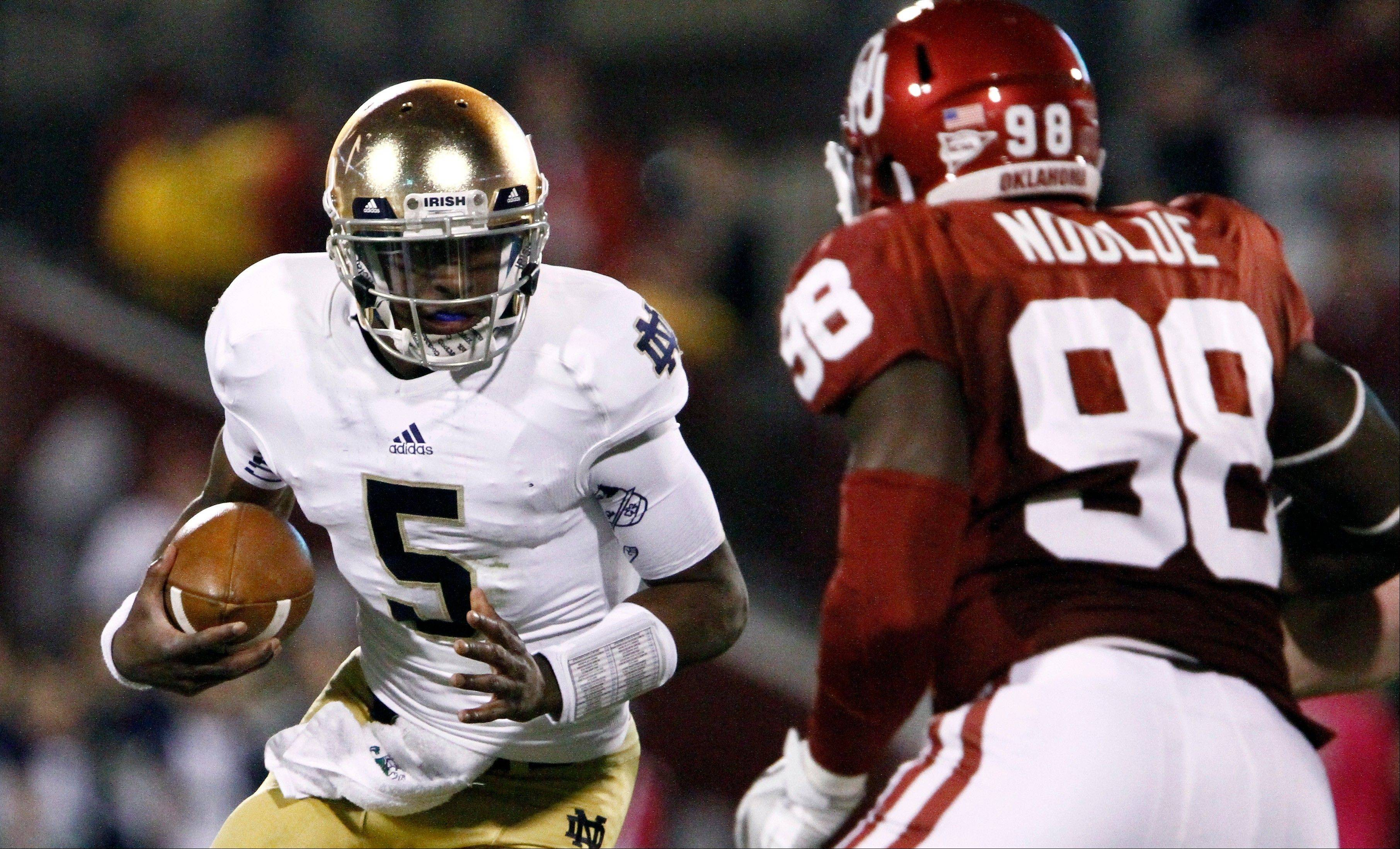 Everett Golson scrambles as Oklahoma defensive end Chuka Ndulue defends Saturday during Notre Dame's 30-13 victory.