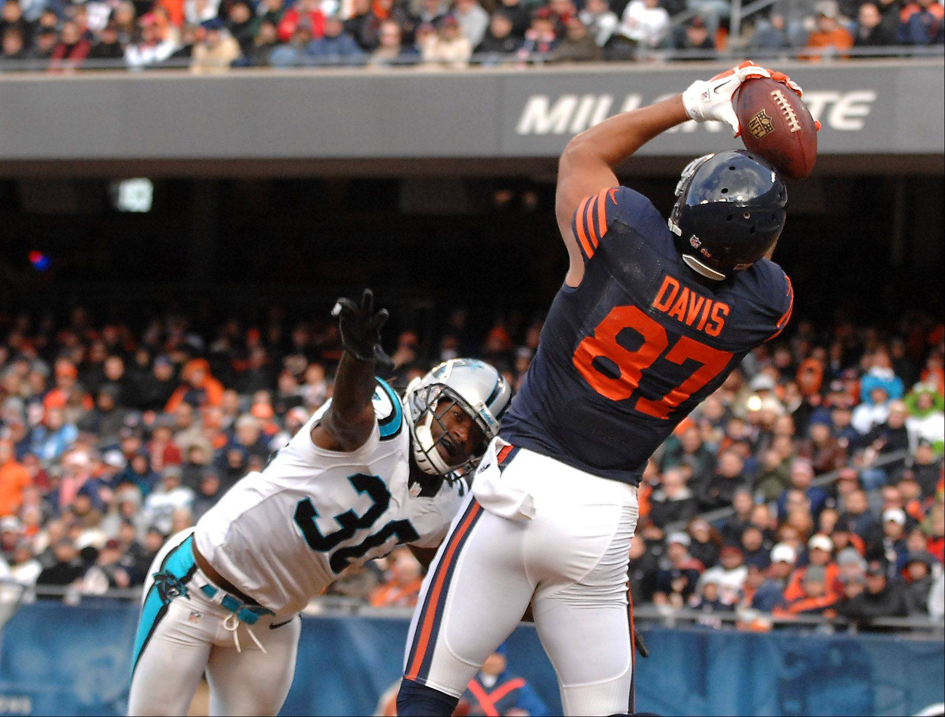 Chicago Bears tight end Kellen Davis (87) makes a fourth-quarter touchdown pass during Sunday's game at Soldier Field in Chicago.