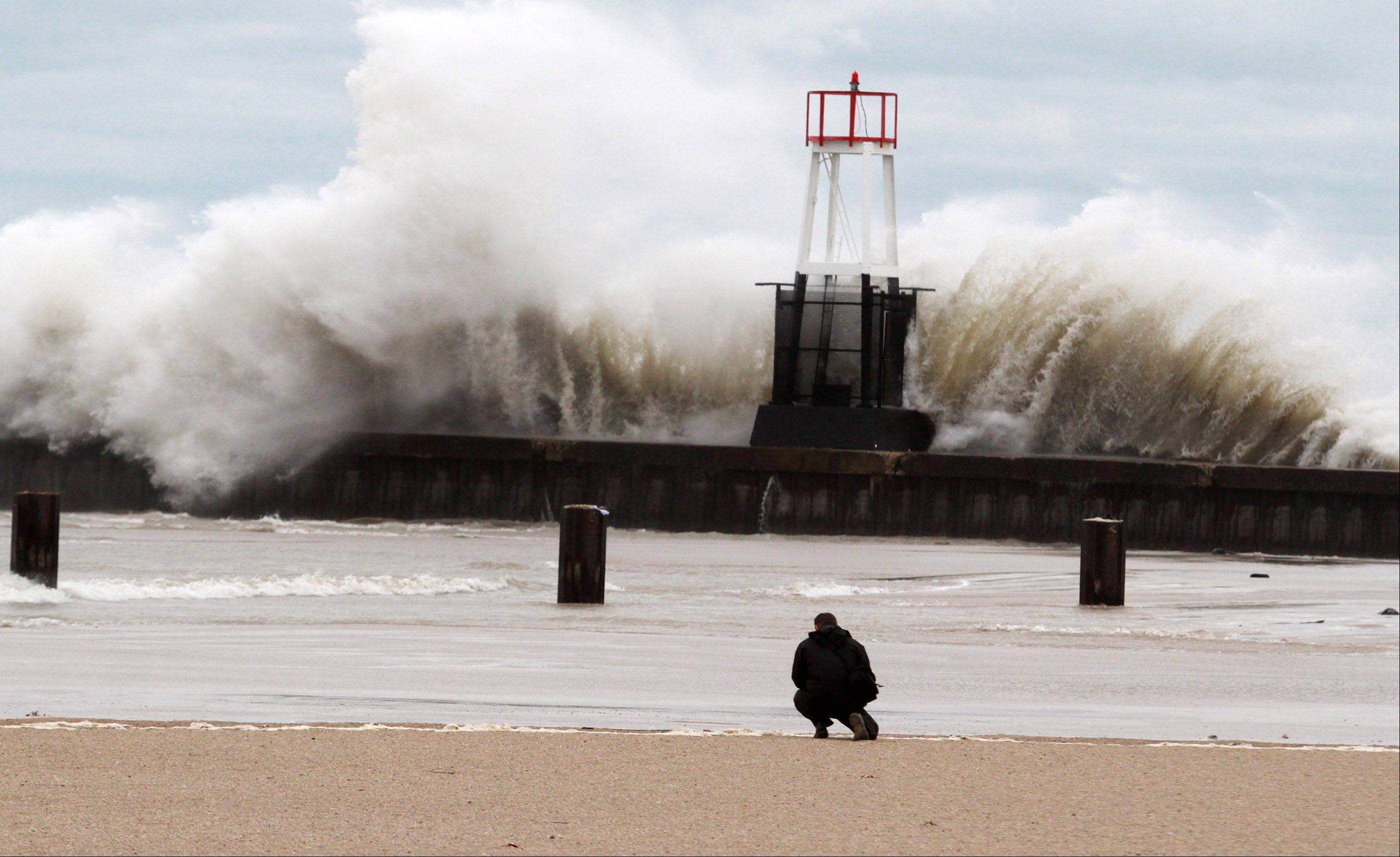 Sandy drives massive waves onto Chicago's lakefront