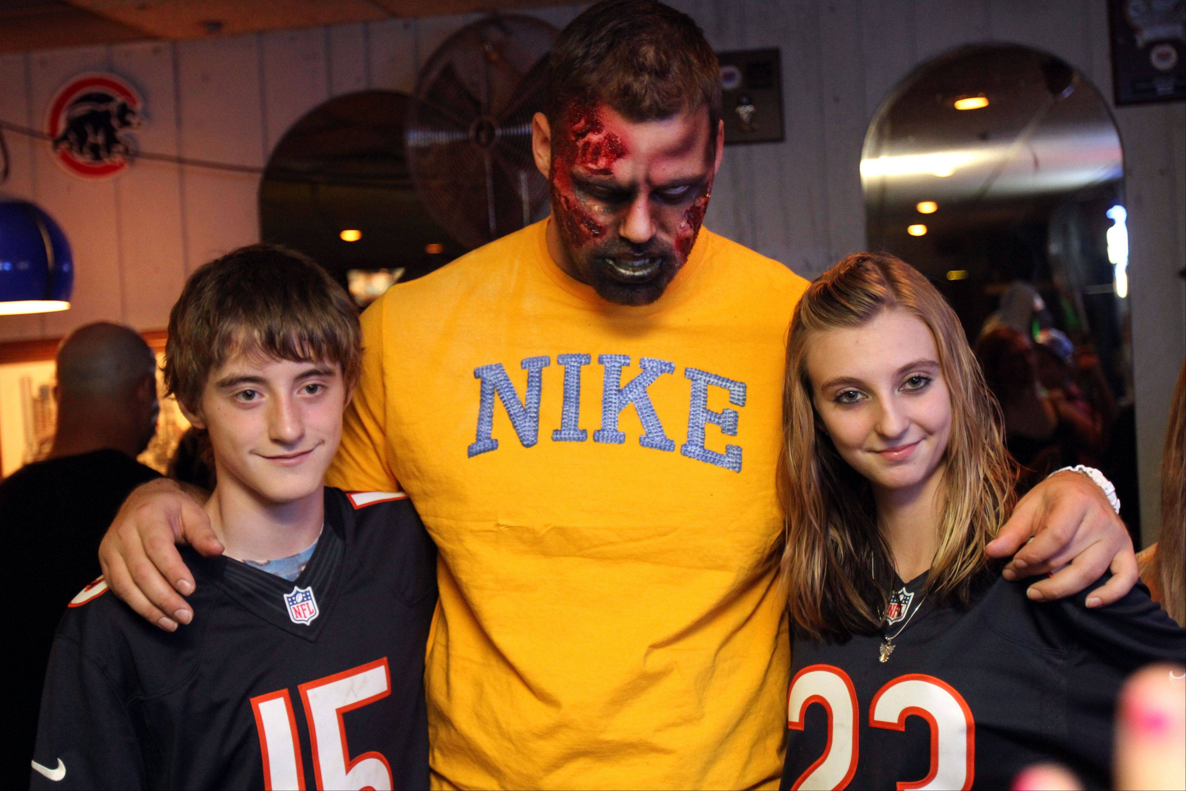 Bears offensive lineman Gabe Carimi poses with Brandon Pettry, 13, and his sister Alexandra, 15, the children of murder victim William Christopher Pettry.