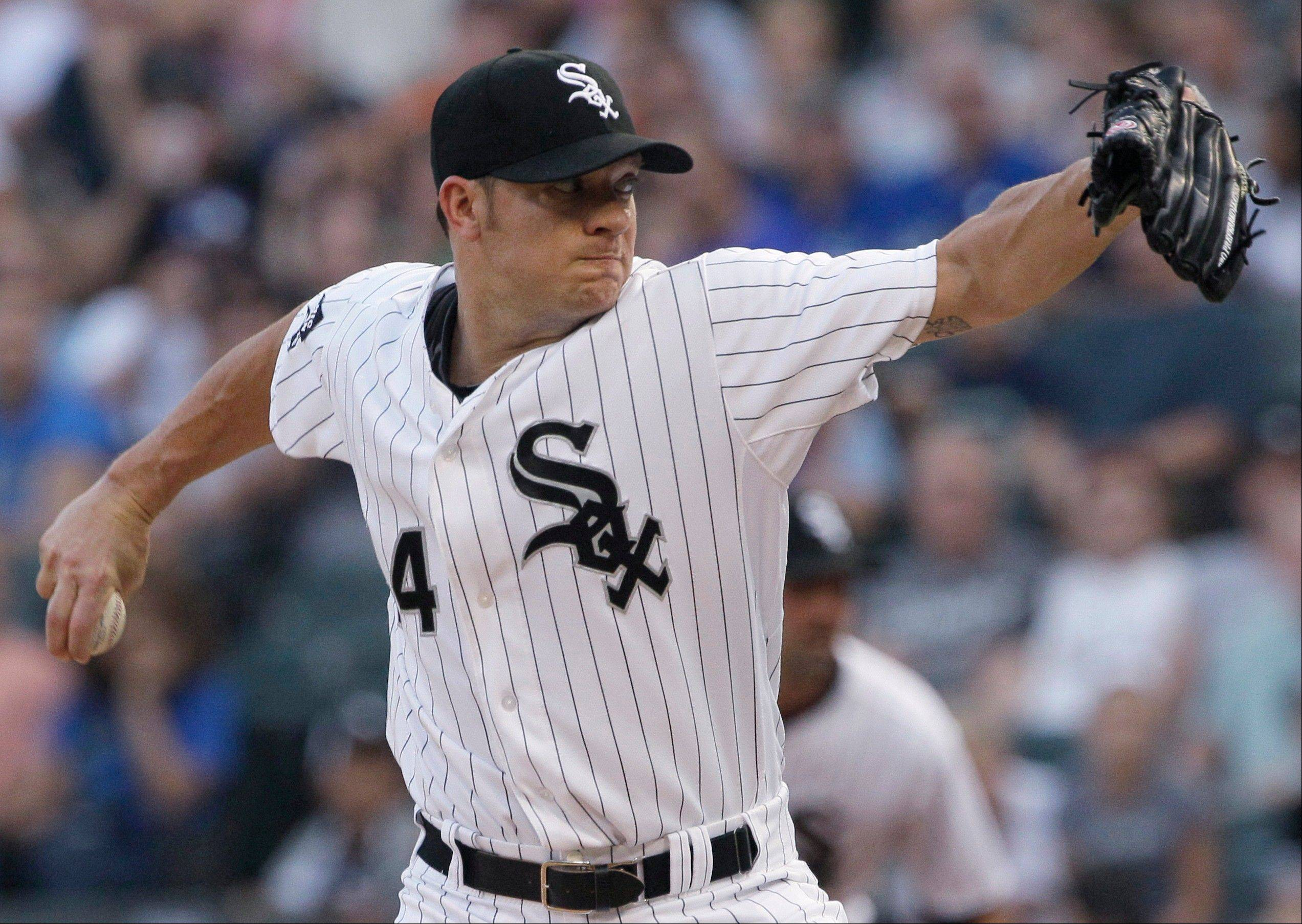 The White Sox have signed starter Jake Peavy to a two-year deal with an option for a third season.