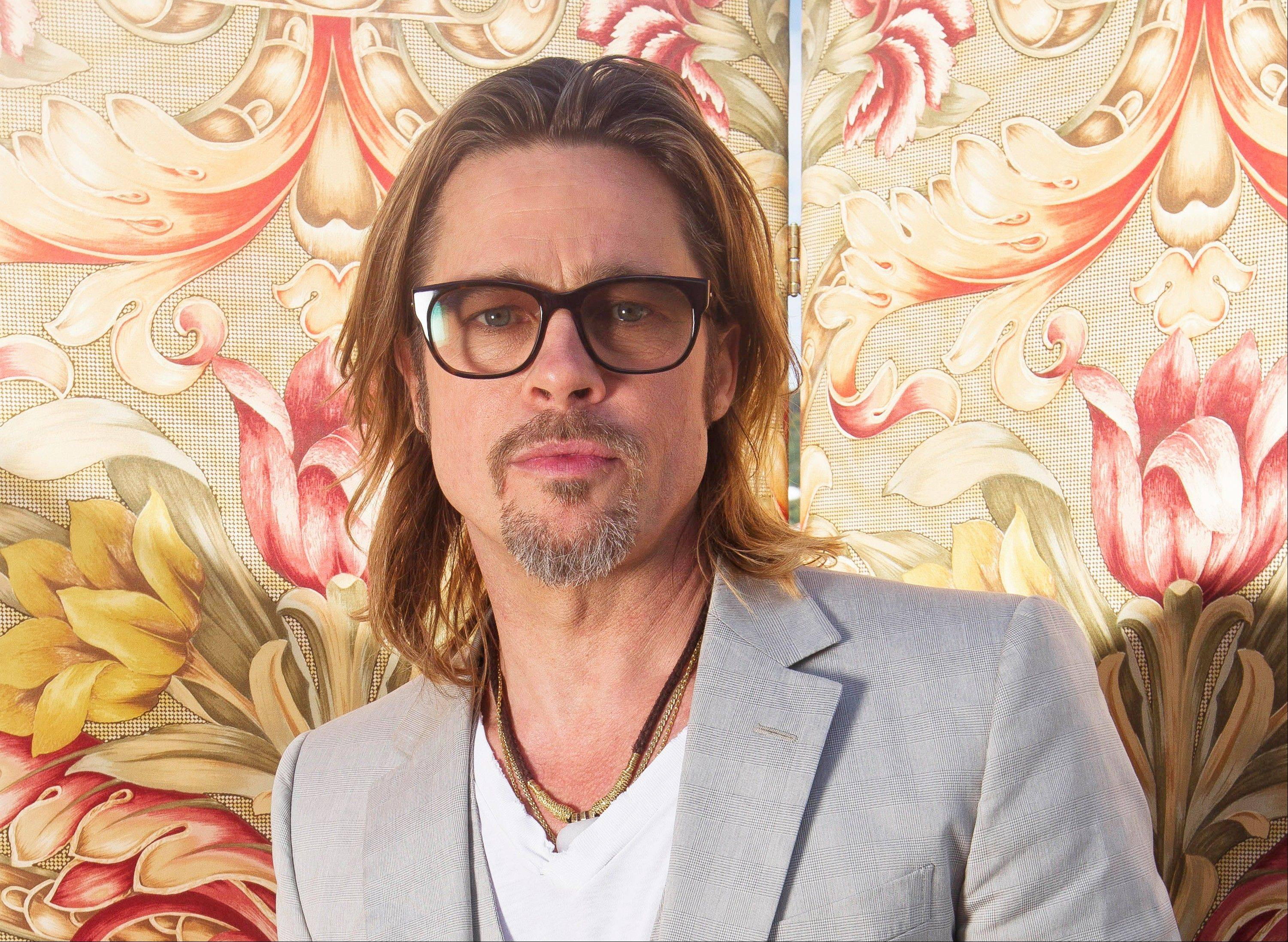 Actor Brad Pitt has donated $100,000 to help the Human Rights Campaign raise money for its efforts to support same-sex marriage initiatives in several states.