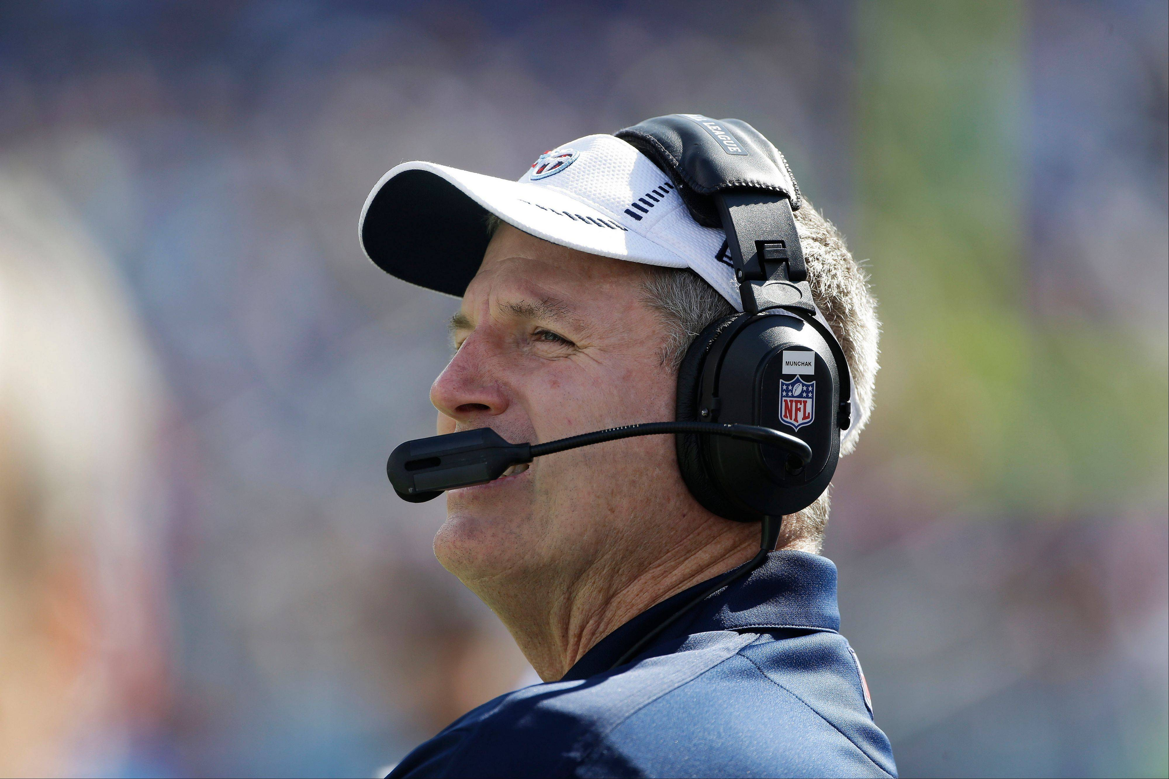 Tennessee Titans head coach Mike Munchak is hoping the Titans' banged up offensive line gets some help from tackle Michael Roos against the Bears this Sunday.