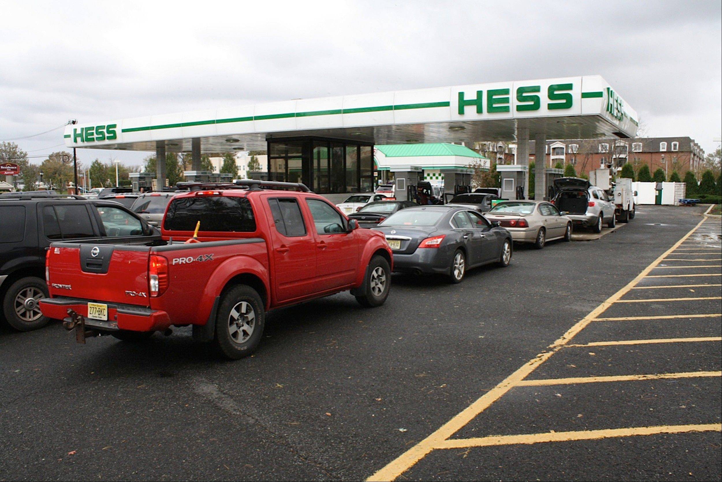 Cars line up for fuel at the Hess station on U.S. 9 North Woodbridge, N.J,