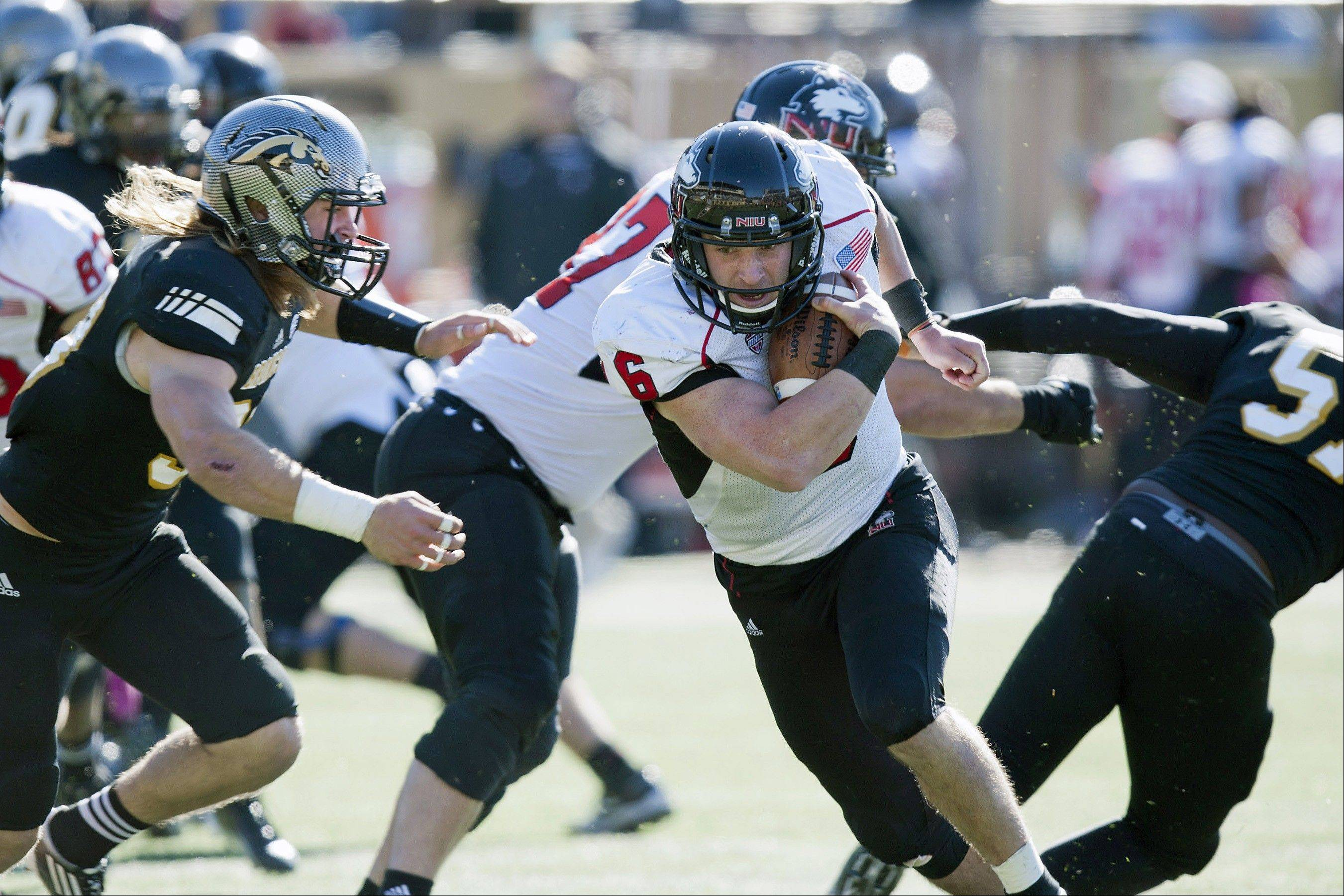 When he wasn't running the ball against Western Michigan last week, Northern Illinois quarterback Jordan Lynch threw 4 touchdown passes in the 48-34 win.