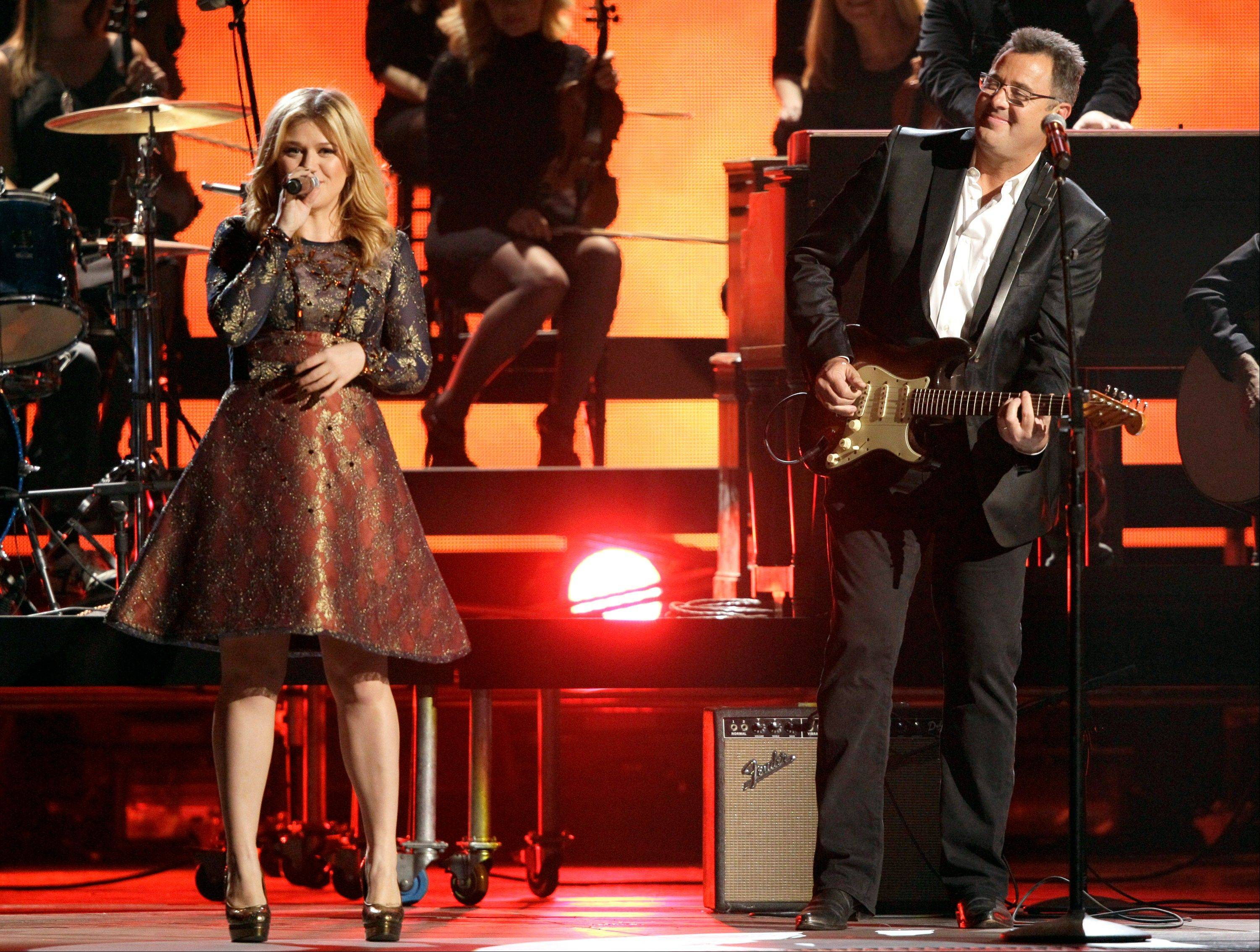 Kelly Clarkson, left, and Vince Gill perform at the 46th Annual Country Music Awards at the Bridgestone Arena on Thursday, Nov. 1, 2012, in Nashville, Tenn.
