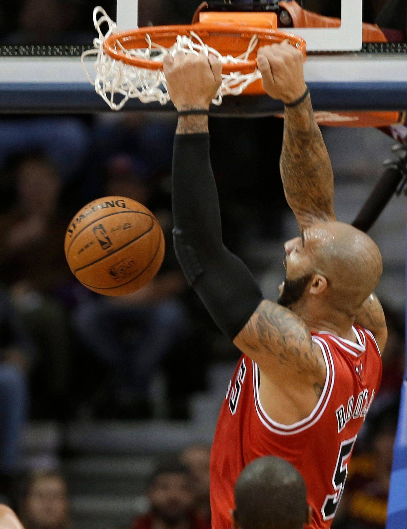 Carlos Boozer dunks Friday against the Cleveland Cavaliers.