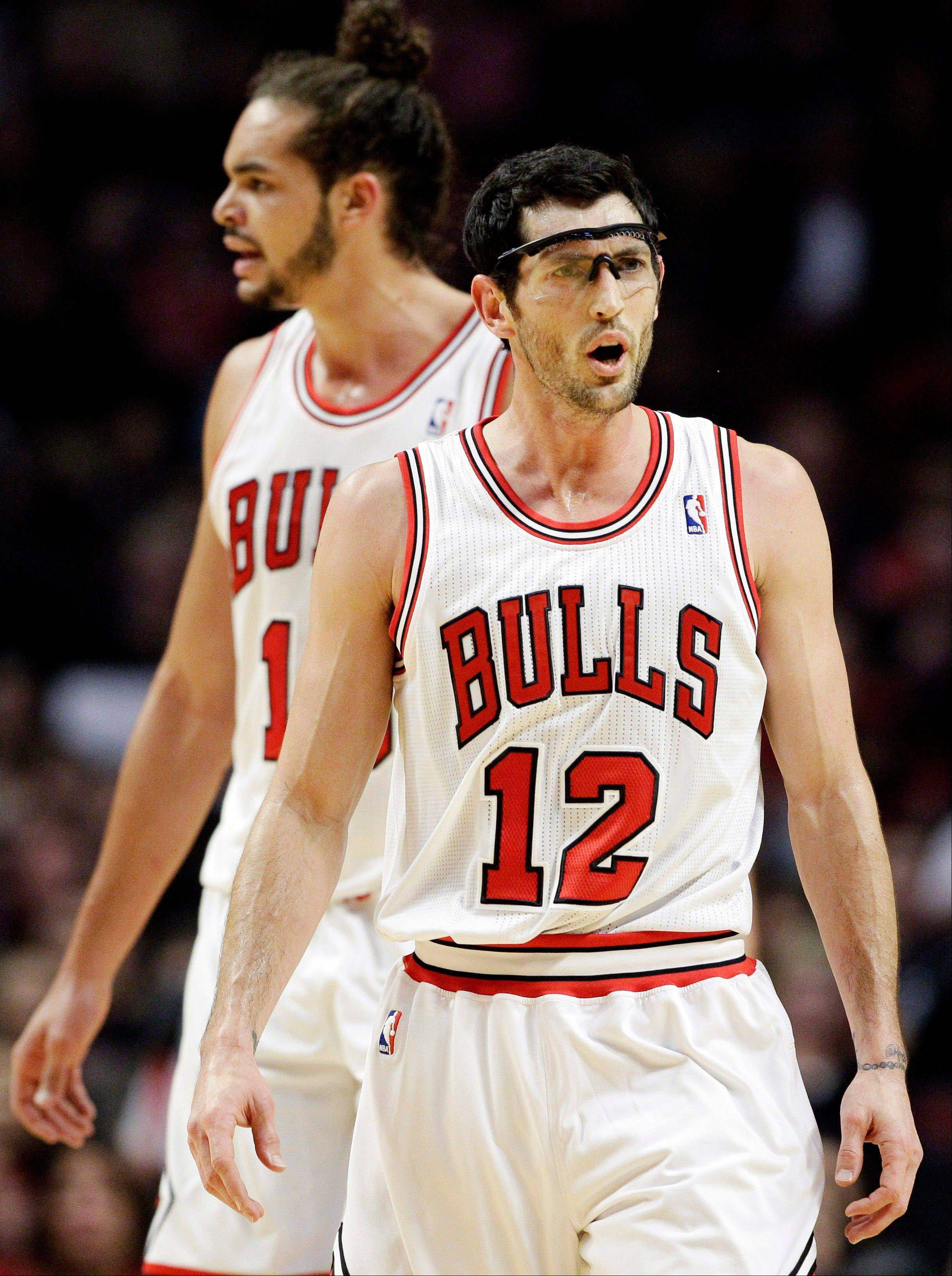 Kirk Hinrich and Joakim Noah react to a call during the first half of the Bulls' loss to New Orleans on Saturday.