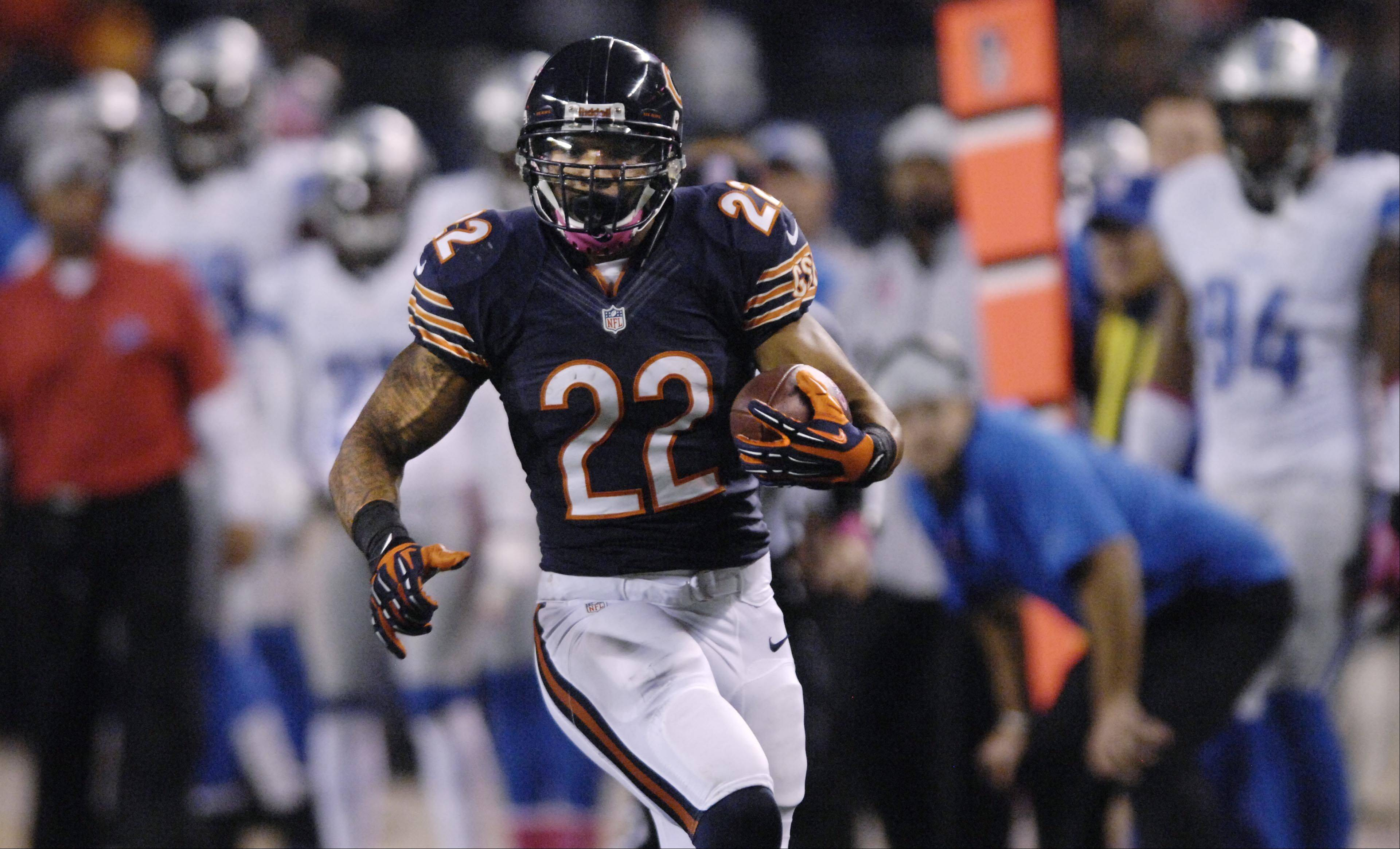 Matt Forte makes a 40-yard run against the Detroit Lions at Soldier Field Monday night.