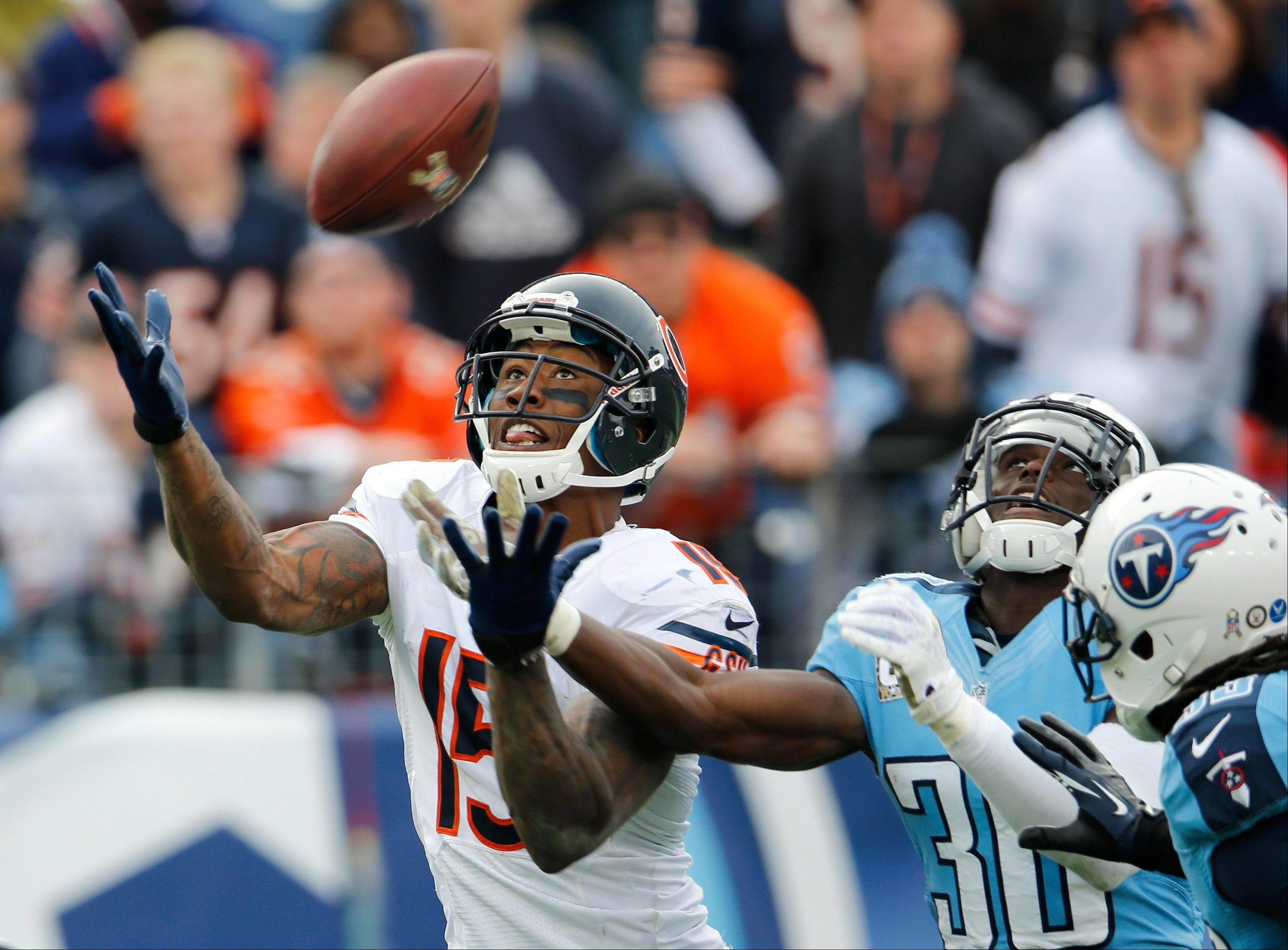 Chicago Bears wide receiver Brandon Marshall catches a 39-yard touchdown pass ahead of Tennessee Titans cornerback Jason McCourty (30) in the fourth quarter. The Bears beat the Titans 51-20.