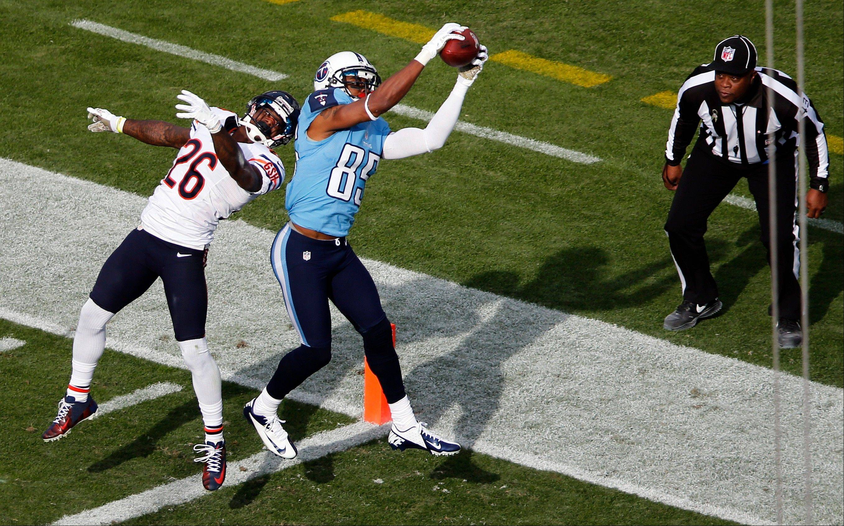 Tennessee Titans wide receiver Nate Washington catches a 30-yard touchdown pass as he is defended by Chicago Bears cornerback Tim Jennings in the third quarter.