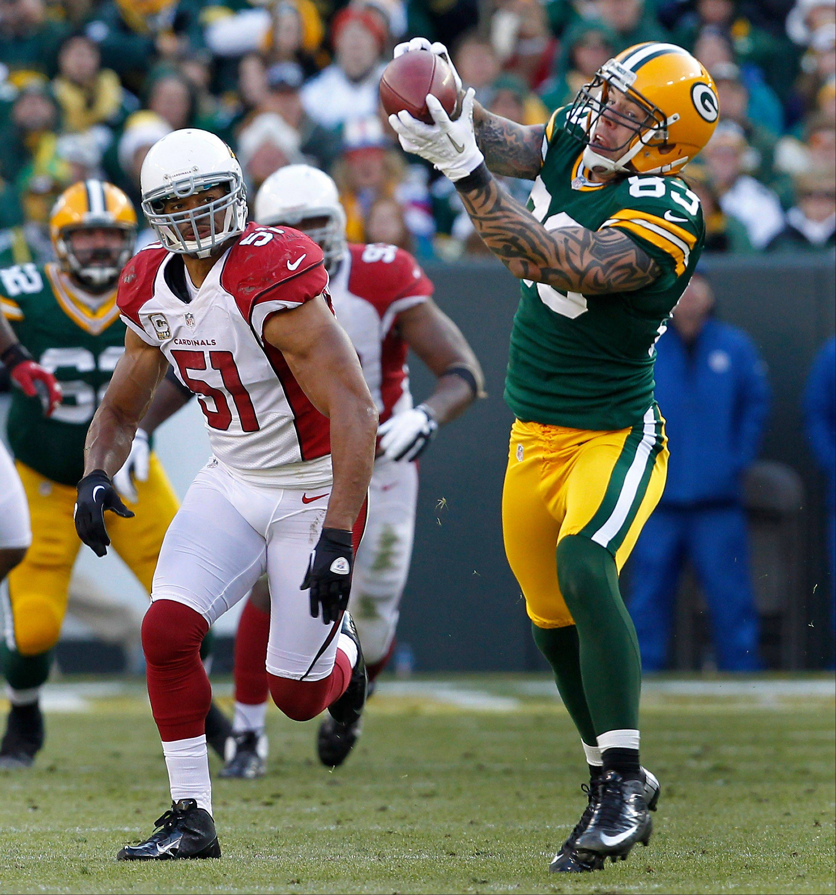 Green Bay Packers tight end Tom Crabtree pulls a pass in for a 72-yard touchdown in front of Arizona Cardinals linebacker Paris Lenon during the second half Sunday in Green Bay, Wis.