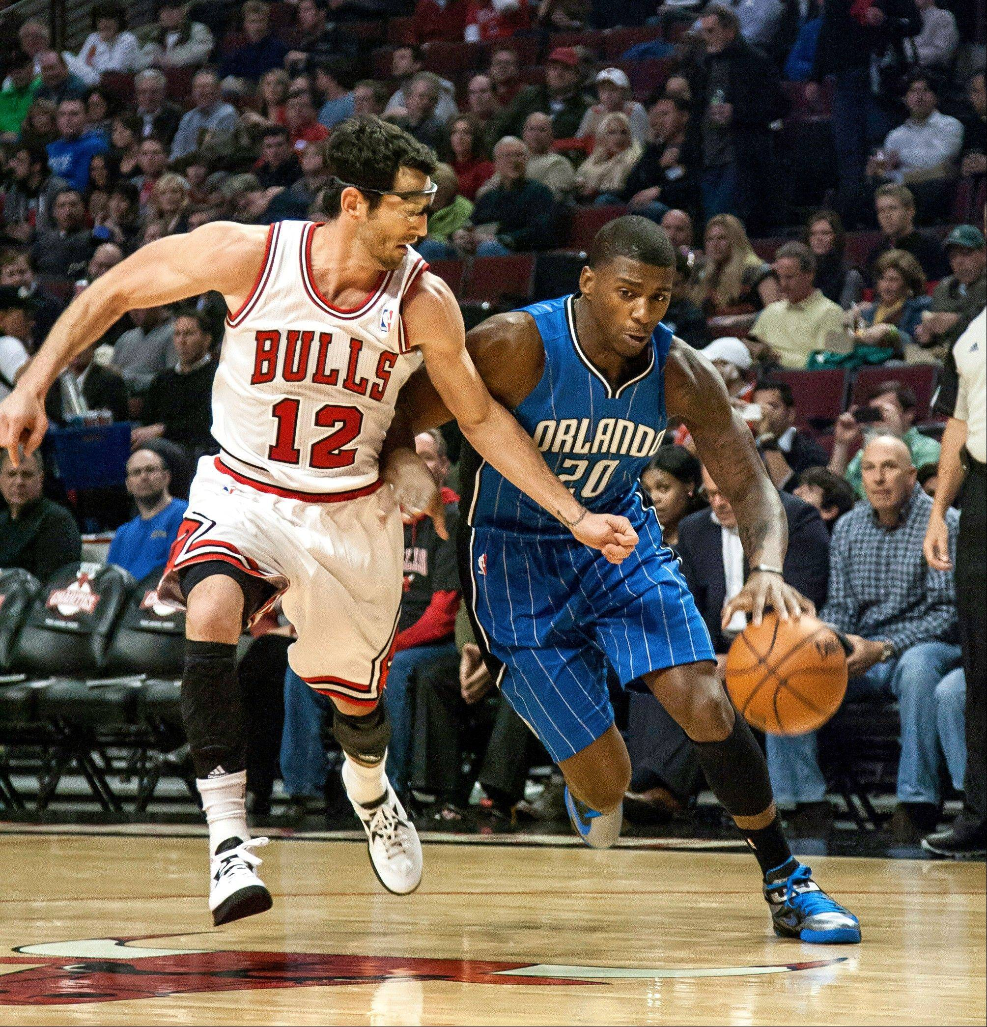 Bulls guard Kirk Hinrich tries to keep up with the Orlando Magic�s DeQuan Jones Tuesday during the first quarter at the United Center.