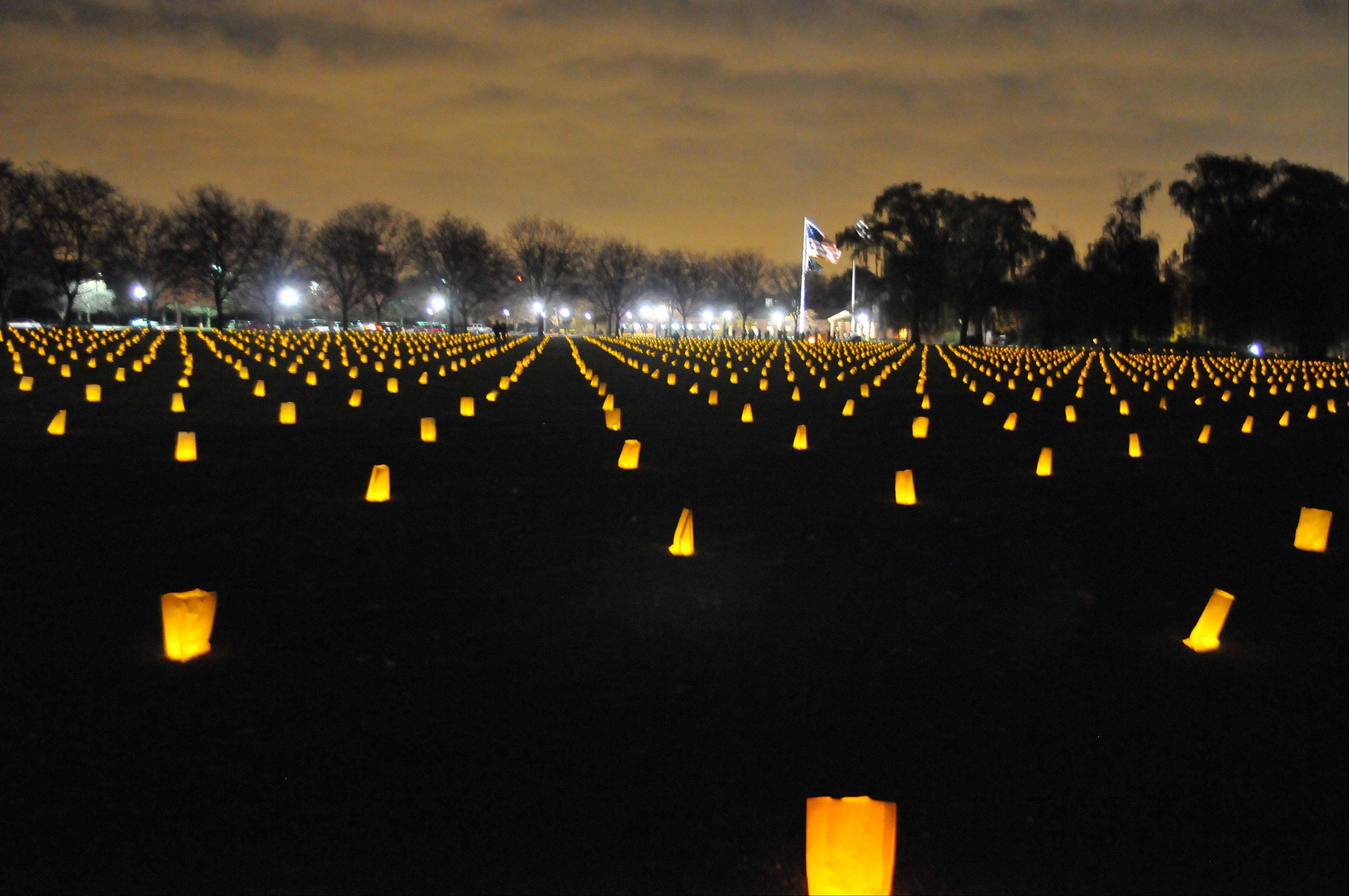 More than 2,000 candles in honor of U.S. veterans will light up the night at Cantigny Park and the First Division Museum as part of the annual Luminary Tribute.