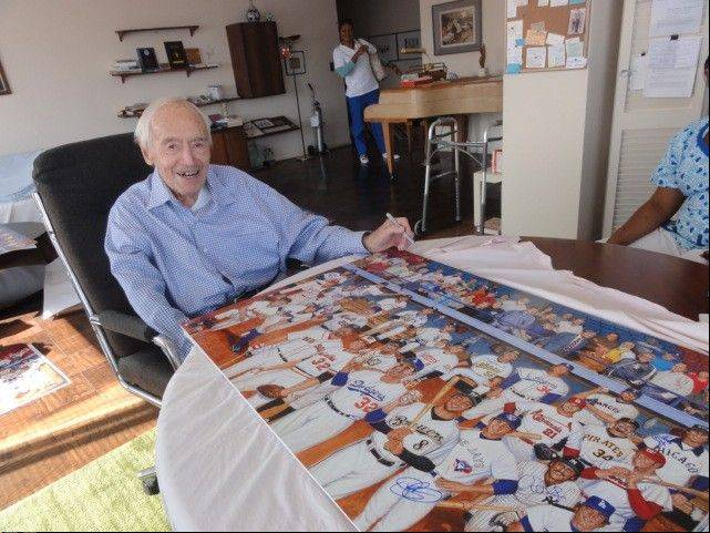Marvin Miller autographs lithographs that commemorate the role of Jews in Major League Baseball. The lithographs were created through the efforts of Greg Harris of Buffalo Grove.