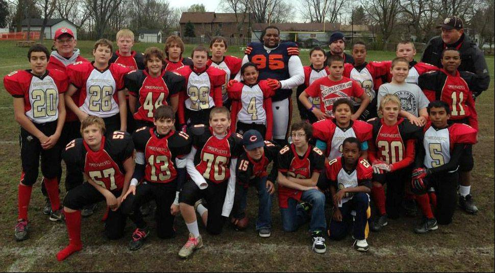 Former Bear player Anthony Adams, 95, with the Lake Villa Timberwolves Youth Football team.