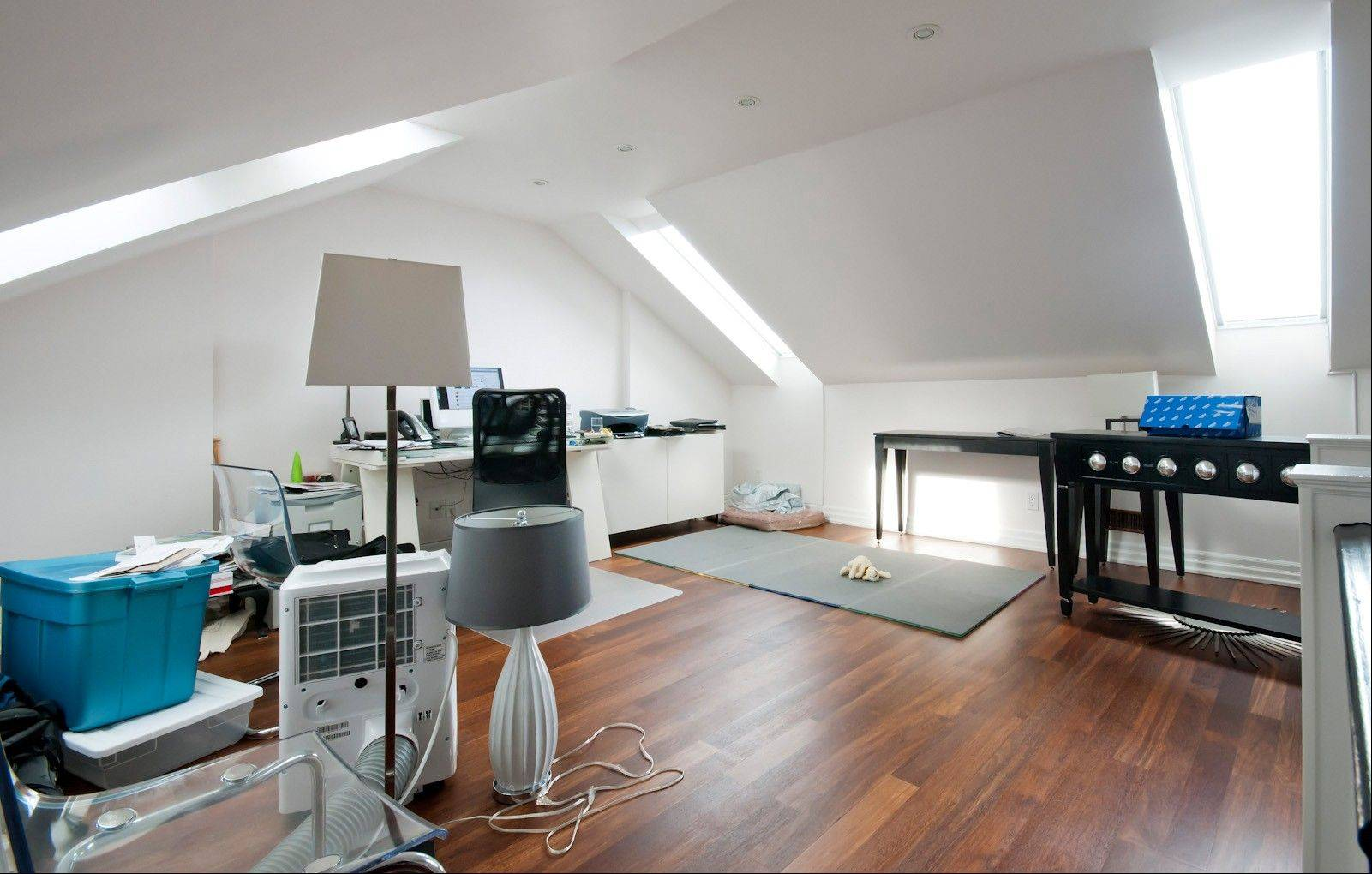 Before its conversion, this attic was roomy and filled with natural light. However, the problem was how to make the most of the possibilities presented by the space.