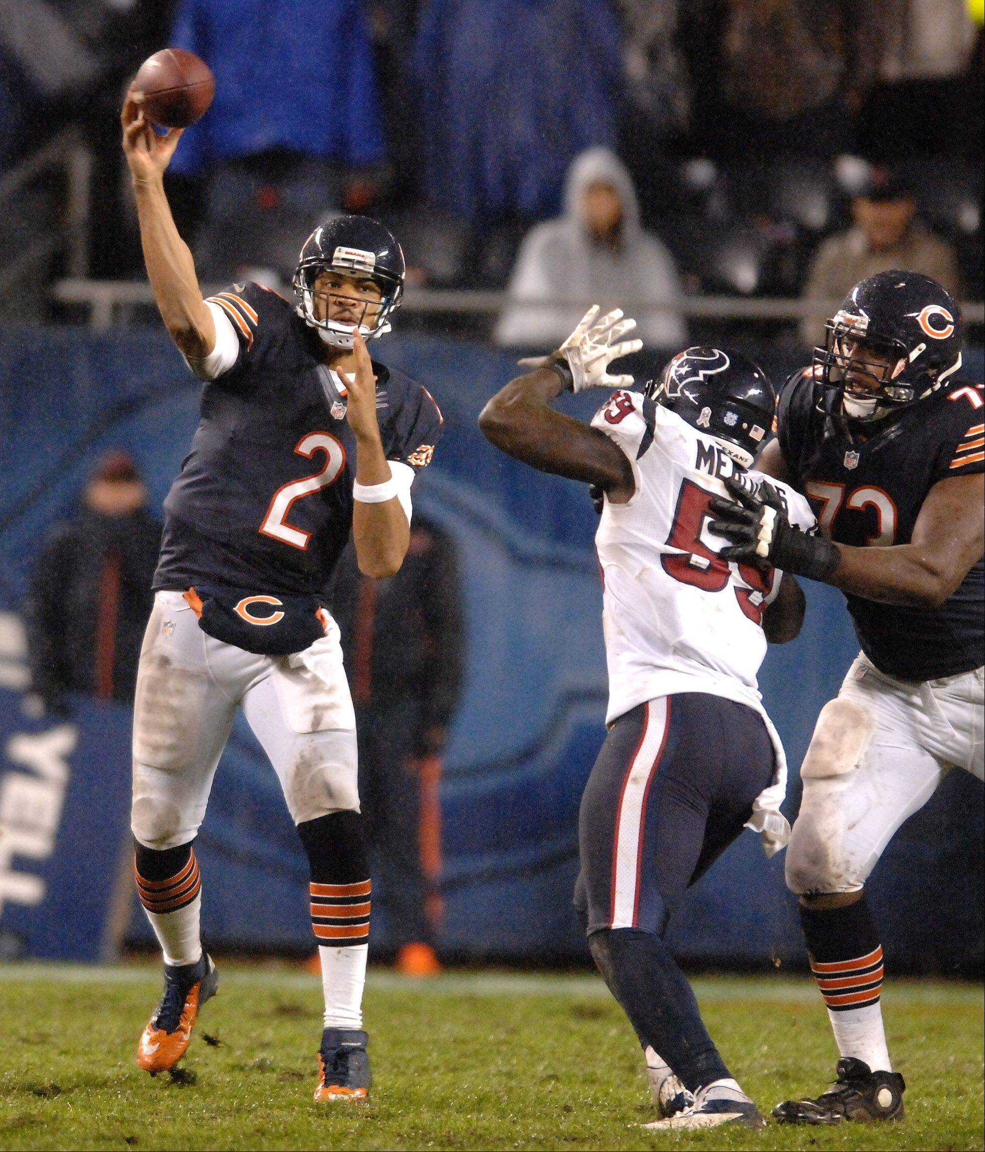 Chicago Bears quarterback Jason Campbell (2) throws a pass after relieving an injured Jay Cutler during Sunday's game.