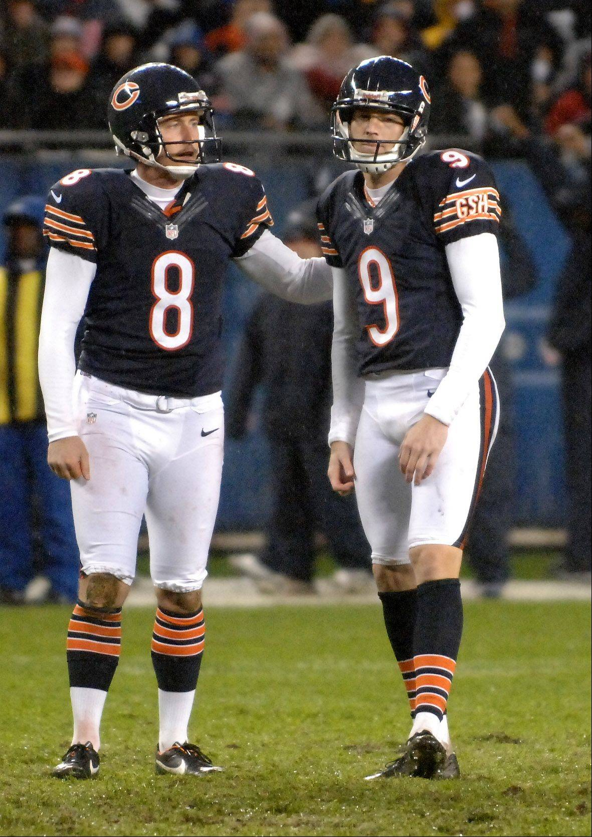 Chicago Bears kicker Robbie Gould (9) is patted on the back by holder Adam Podlesh (8) after missing a field goal.