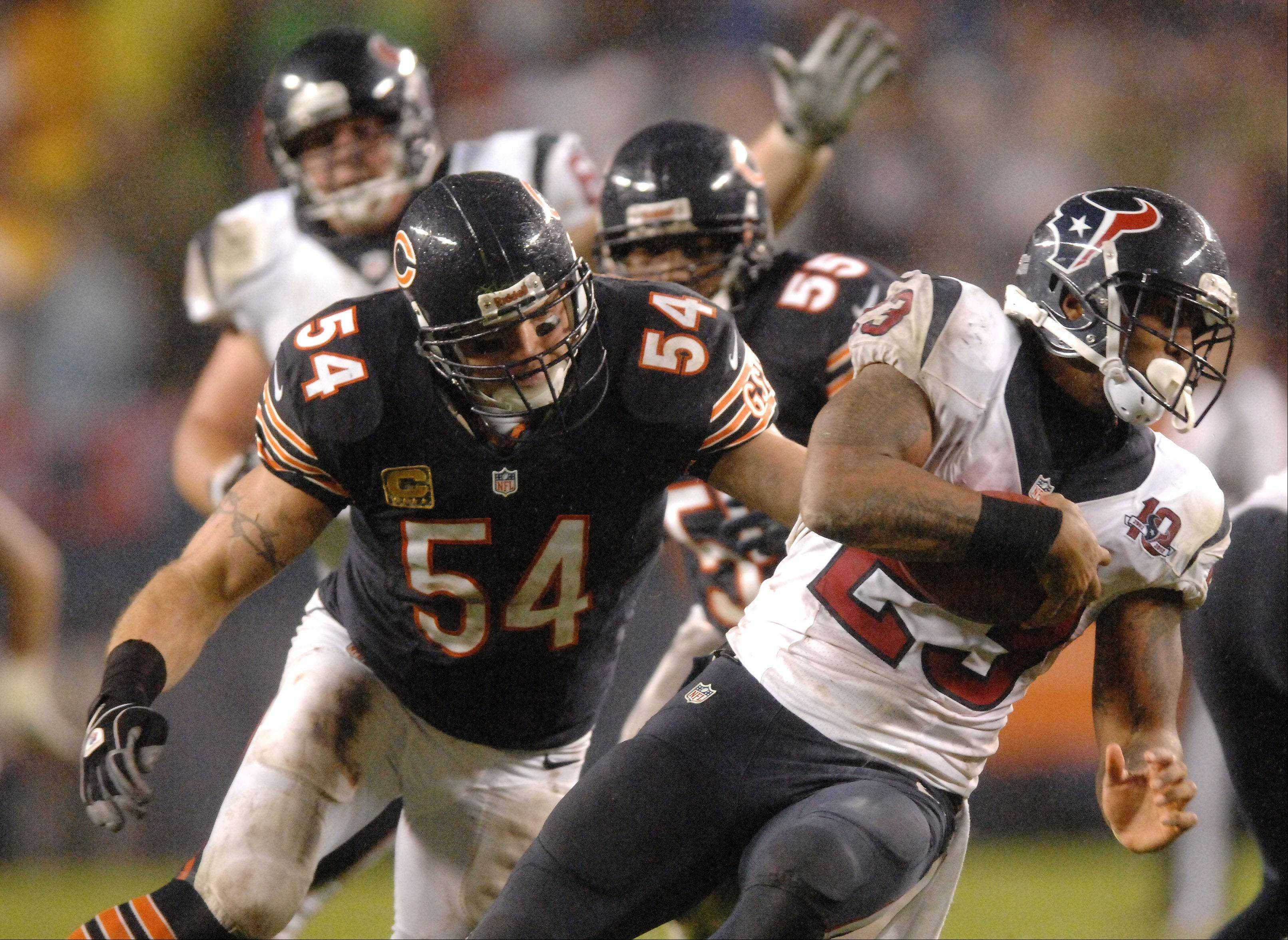 Chicago Bears middle linebacker Brian Urlacher (54) closes in on Houston Texans running back Arian Foster (23) during Sunday's game.