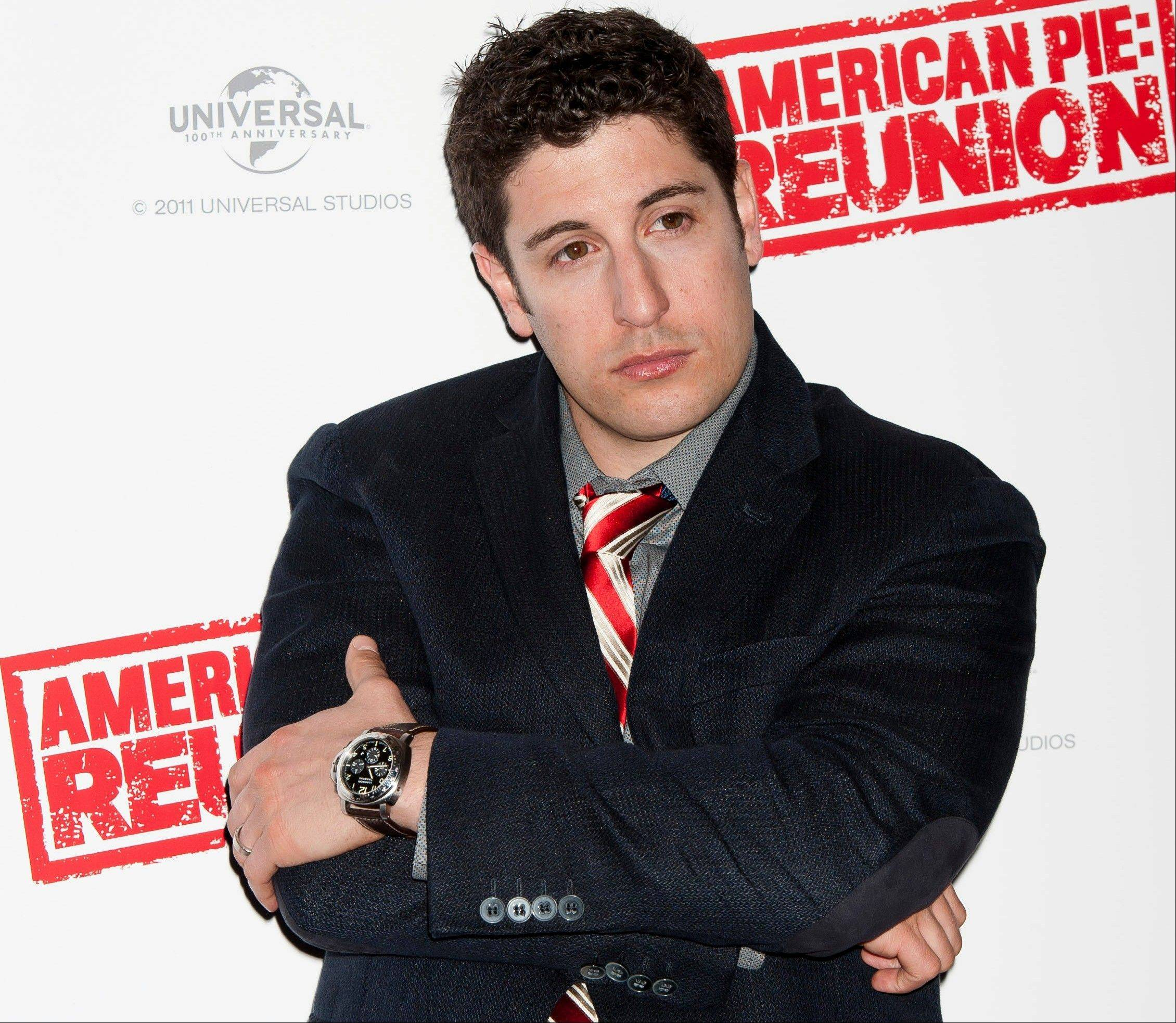 Jason Biggs is getting some flak for his vulgar tweets, but the actor doesn't seem to mind. Recently, he got into some trouble for tweeting about the wives of the Republican presidential candidates.