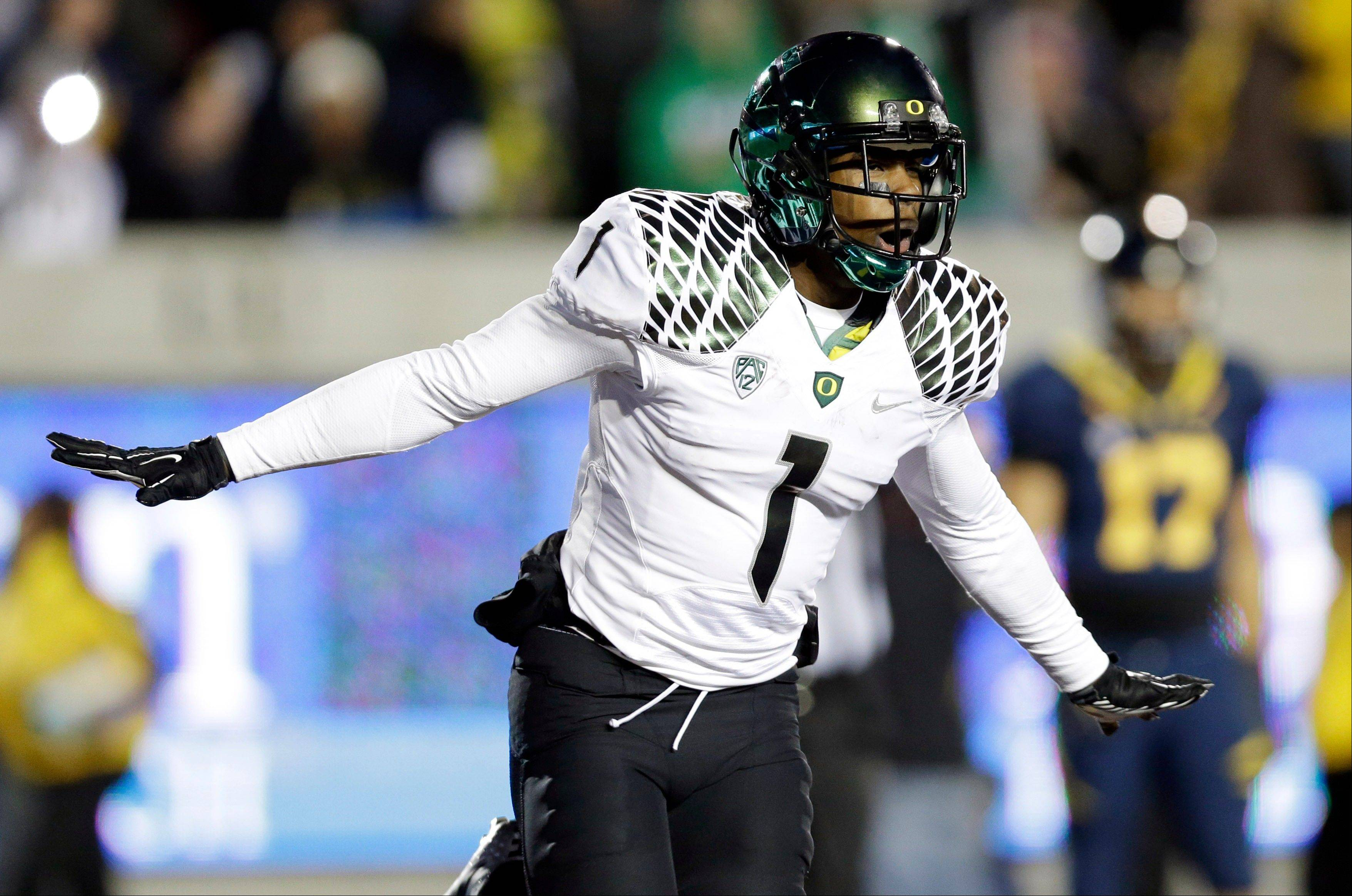 Oregon wide receiver Josh Huff celebrates after his 35-yard touchdown catch against California on Saturday. Oregon, Kansas State and Notre Dame are the only unbeaten teams in the running for the BCS title game.