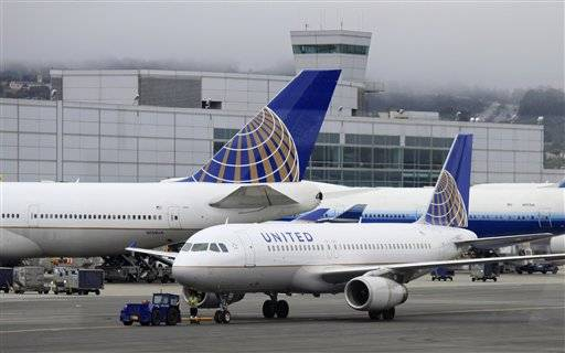 Thousands of United Airlines passengers around the globe are stranded at airports and on planes after another computer outage at the world's largest carrier.
