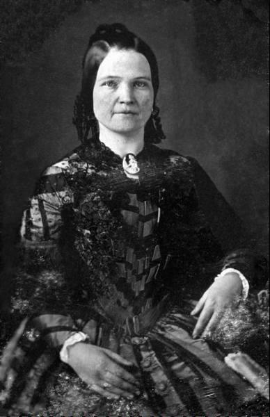 Mary Todd Lincoln Dresses In Springfield Spotlight
