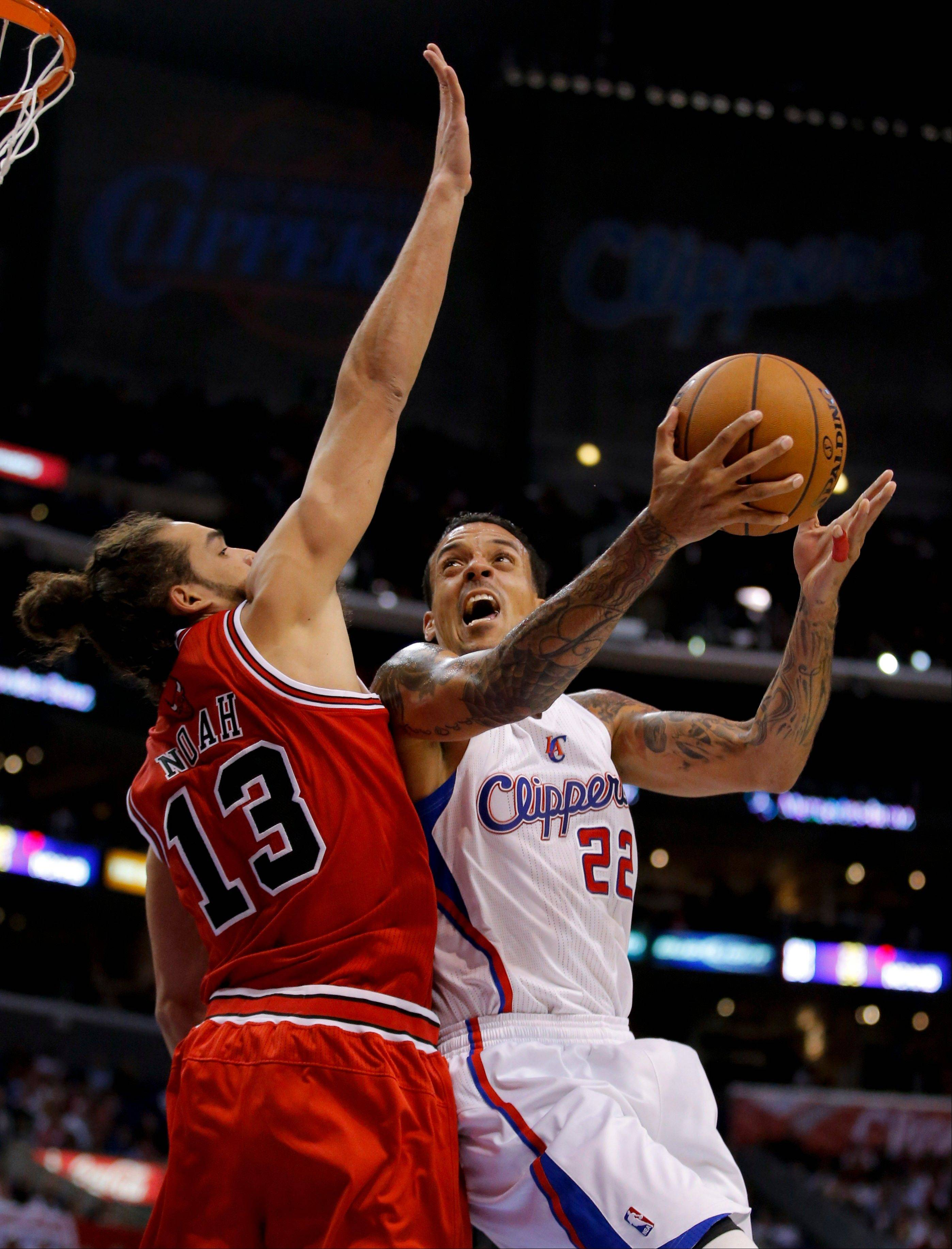 Los Angeles Clippers' Matt Barnes, right, is defended by Chicago Bulls' Joakim Noah in the first half of an NBA basketball game in Los Angeles, Saturday, Nov. 17, 2012.
